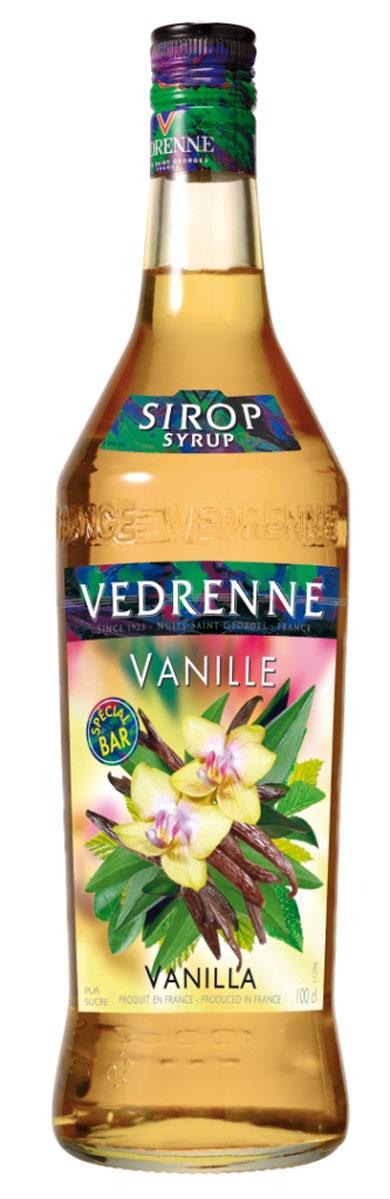 Vedrenne Ваниль сироп, 1 л0120710Сироп Ваниль производят из натуральных продуктов, используя при этом чистый экстракт ванили, именно поэтому он имеет насыщенные нотки. Нежный аромат и вкус ванили идеально подходят для использования в кондитерском деле.Сироп Ваниль добавляют в коктейли, лимонад, холодный чай, кофе и компоты. Он великолепен в качестве пропиток для пирожных и тортов, его, кстати, добавляют и в соусы.Самый популярный напиток, в который добавляют сироп Ваниль, — это, конечно же, кофе. В меню многочисленных кофеен можно найти латте макиато, шоко фраппелатте, марочино, ледяной кофе, poco-a-poco, которые предусматривают обязательное добавление ванильного сиропа.Сиропы изготавливаются на основе натурального растительного сырья, фруктовых и ягодных соков прямого отжима, цитрусовых настоев, а также с использованием очищенной воды без вредных примесей, что позволяет выдержать все ценные и полезные свойства натуральных фруктово-ягодных плодов и трав. В состав сиропов входит только натуральный сахар, произведенный по традиционной технологии из сахарозы. Благодаря высокому содержанию концентрированного фруктового сока сиропы Vedrenne обладают изысканным ароматом и натуральным вкусом, являются эффективным подсластителем при незначительной калорийности. Они оптимизируют уровень влажности и процесс кристаллизации десертов, хорошо смешиваются с другими ингредиентами и способствуют улучшению вкусовых качеств напитков и десертов.Сиропы Vedrenne разливаются в стеклянные бутылки с яркими этикетками, на которых изображен фрукт, ягода или другой ингредиент, определяющий вкусовые оттенки того или иного продукта Vedrenne. Емкости с сиропами Vedrenne герметичны, поэтому не позволяют содержимому контактировать с микроорганизмами и другими губительными внешними воздействиями. Кроме того, стеклянные бутылки выглядят оригинально и стильно.В настоящее время компания Vedrenne считается одним из лучших производителей высококлассных сиропов, отличающихся натуральным вкусом, а также на