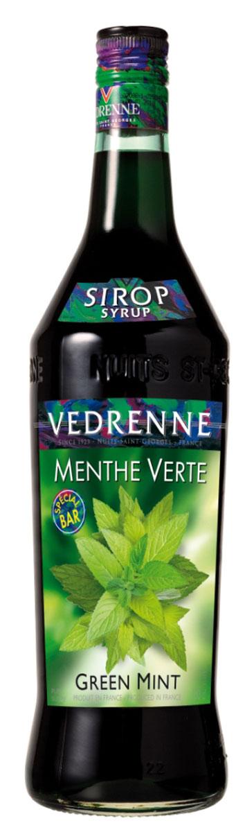 Vedrenne Зеленая Мята сироп, 1 лSVDRMV-010B01Сладкий и в то же время освежающий вкус сиропа Зеленая мята позволяет создавать на его основе простые, но очень вкусные прохладительные напитки, не содержащие алкоголя. Мятный сироп в сочетании с содовой или лимонадом освежит и взбодрит в самый жаркий день. Сироп Зеленая мята составит достойную партию не только прохладительным, но и горячим напиткам. Сиропы изготавливаются на основе натурального растительного сырья, фруктовых и ягодных соков прямого отжима, цитрусовых настоев, а также с использованием очищенной воды без вредных примесей, что позволяет выдержать все ценные и полезные свойства натуральных фруктово-ягодных плодов и трав. В состав сиропов входит только натуральный сахар, произведенный по традиционной технологии из сахарозы. Благодаря высокому содержанию концентрированного фруктового сока, сиропы Vedrenne обладают изысканным ароматом и натуральным вкусом, являются эффективным подсластителем при незначительной калорийности. Они оптимизируют уровень...