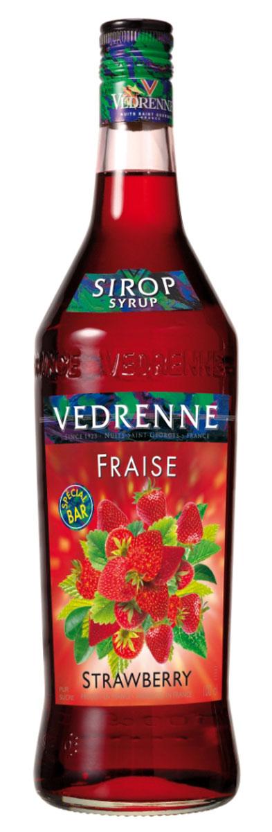 Vedrenne Клубника сироп, 1 л0120710Сироп Клубника добавляют в различные коктейли, лимонады, мороженое, кофе и холодный чай. Кстати, хозяйкам на заметку: клубничный сироп можно добавить в натуральные компоты.Сиропы изготавливаются на основе натурального растительного сырья, фруктовых и ягодных соков прямого отжима, цитрусовых настоев, а также с использованием очищенной воды без вредных примесей, что позволяет выдержать все ценные и полезные свойства натуральных фруктово-ягодных плодов и трав. В состав сиропов входит только натуральный сахар, произведенный по традиционной технологии из сахарозы. Благодаря высокому содержанию концентрированного фруктового сока, сиропы Vedrenne обладают изысканным ароматоми натуральным вкусом, являются эффективным подсластителем при незначительной калорийности. Они оптимизируют уровень влажности и процесс кристаллизации десертов, хорошо смешиваются с другими ингредиентами и способствуют улучшению вкусовых качеств напитков и десертов.Сиропы Vedrenne разливаются в стеклянные бутылки с яркими этикетками, на которых изображен фрукт, ягода или другой ингредиент, определяющий вкусовые оттенки того или иного продукта Vedrenne. Емкости с сиропами Vedrenne герметичны и поэтому не позволяют содержимому контактировать с микроорганизмами и другими губительными внешними воздействиями. Кроме того, стеклянные бутылки выглядят оригинально и стильно.В настоящее время компания Vedrenne считается одним из лучшихпроизводителей высококлассных сиропов, отличающихся натуральным вкусом, а также насыщенным ароматом и глубоким цветом. Фруктовые сиропы Vedrenne пользуются большой популярностью не только во Франции (где их широко используют как в сегменте HoReCa, так и в домашних условиях), но и экспортируются более чем в 50 стран мира.Цвет: глубокий красныйАромат: насыщенный, душистый аромат свежих ягод клубникиВкус: натуральный, яркий вкус с нотами клубникиРецепт коктейля Арбузный физИнгредиенты:20 мл сиропа Vedrenne Клубника;40 мл джина;1 долька арбуза;20 мл ли
