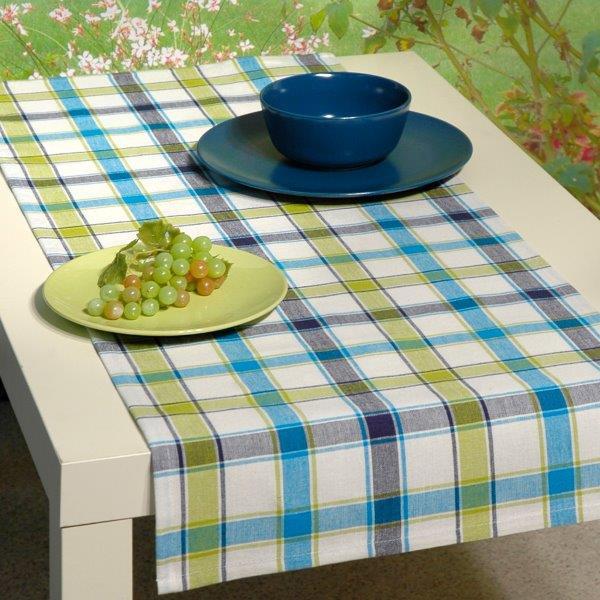 Дорожка для декорирования стола Schaefer, цвет: белый, голубой, 40 х 100 см. 07107-20207107-202Дорожка Schaefer, выполненная из 100% хлопка, станет изысканным украшением интерьера. Такую дорожку можно использовать для украшения комодов, тумб и столов. За текстилем из хлопка очень легко ухаживать: он легко стирается, не мнется, не садится и быстро сохнет. Дорожка Schaefer изящно дополнит интерьер вашего дома.