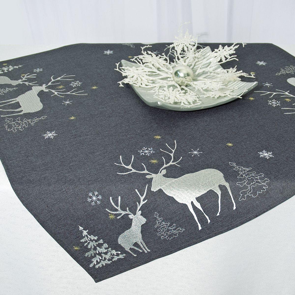 Скатерть Schaefer, квадратная, цвет: серый, 85 x 85 см 07670-100VT-1520(SR)Квадратная скатерть Schaefer, выполненная из полиэстера, станет украшением новогоднего стола. Изделие декорировано оригинальной вышивкой в виде оленей, елок и снежинок. За текстилем из полиэстера очень легко ухаживать: он легко стирается, не мнется, не садится и быстро сохнет, более долговечен, чем текстиль из натуральных волокон.Использование такой скатерти сделает застолье торжественным, поднимет настроение гостей и приятно удивит их вашим изысканным вкусом. Это текстильное изделие станет изысканным украшением вашего дома!