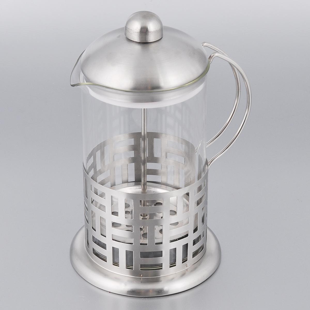 Френч-пресс Bohmann, 800 мл9580BHФренч-пресс Bohmann станет прекрасным выбором для повседневного использования, встречи гостей или небольших вечеринок. Колба, изготовленная их закаленного стекла, сохранит свежесть и аромат напитка. А конструкция френч-пресса встроенного в крышку, прекрасно отфильтрует чай и кофе от заварочной гущи. Удобная ручка обеспечит надежную фиксацию в руке. Утолщенный ободок колбы повышает прочность и продлевает срок службы изделия. Насыпьте чай или кофе в стеклянную колбу, добавьте горячей воды и закройте стакан пресс-фильтром. Подождите 3-5 минут, затем медленно опустите пресс-фильтр до упора. Приятного чаепития! Френч-пресс Bohmann позволит быстро и просто приготовить чай или свежий и ароматный кофе. Объем: 800 мл. Диаметр (по верхнему краю): 10 см. Высота стенки: 17 см.
