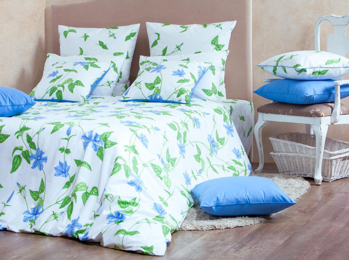 Комплект белья Mirarossi Veronica, 2-спальный, наволочки 50х70, цвет: белый, голубой, зеленыйDAVC150Роскошный комплект постельного белья Mirarossi Veronica выполнен из ткани перкаль, натурального 100% хлопка. Ткань приятная на ощупь, при этом она прочная, хорошо сохраняет форму и не образует катышков на поверхности. Инновационная технология обработки ткани Easy Care позволяет белью дольше оставаться свежим. Органические активные вещества Easy Care на основе натуральных компонентов, эффективно препятствуют сминаемости и деформации ткани, что позволяет вам практически не тратить время на глажку постельного белья. Комплект состоит из пододеяльника, простыни и двух наволочек. Изделия оформлены цветочным принтом. Благодаря такому комплекту постельного белья вы создадите неповторимую атмосферу в вашей спальне. Плотность ткани: 135 гр/м2.