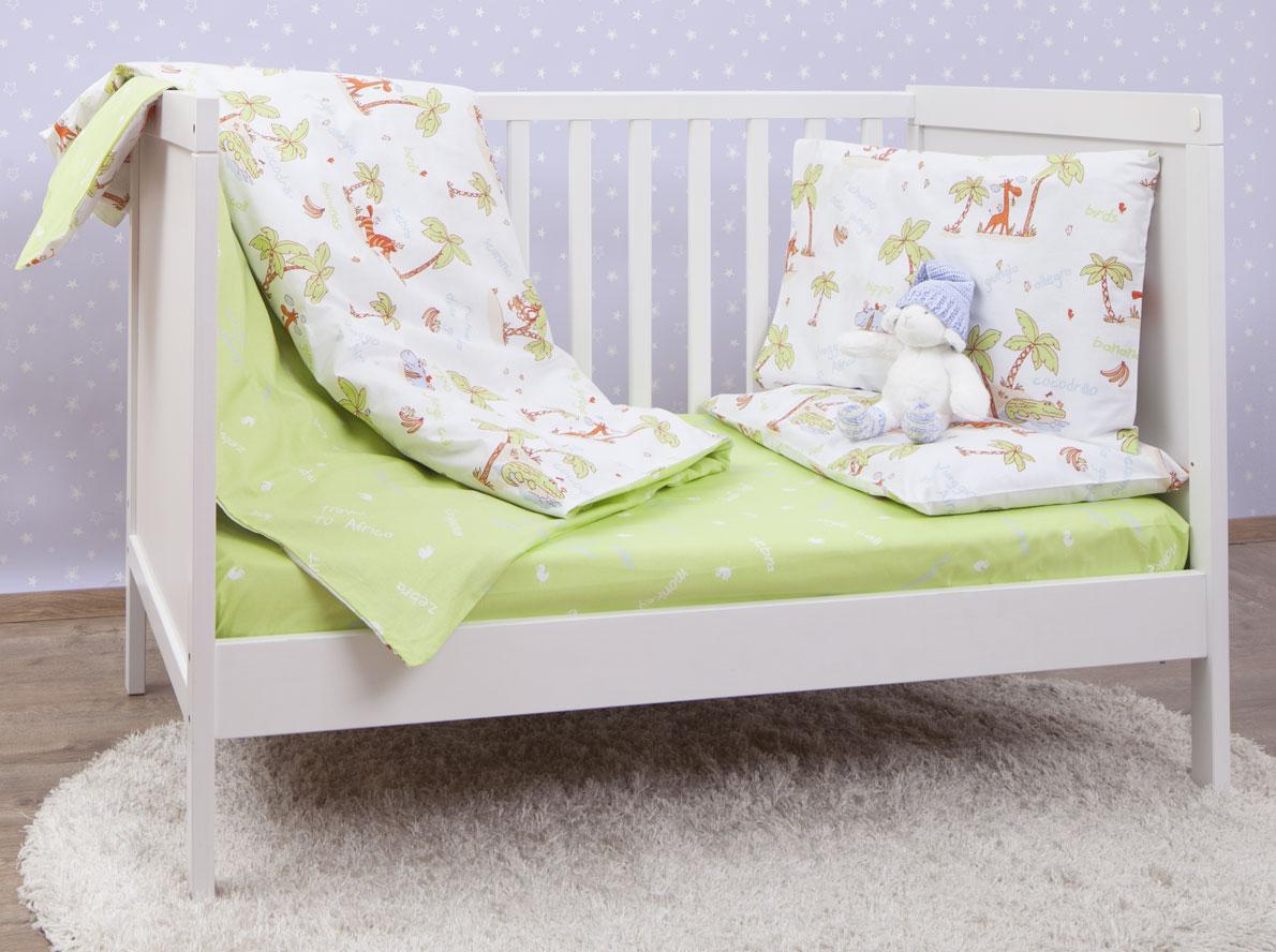 Mirarossi Комплект детского постельного белья Giungla Green10503Комплект постельного белья Mirarossi Giungla Green, состоящий из наволочки, простыни и пододеяльника, выполнен из качественного ранфорса, специально для детских кроваток. Комплект постельного белья украшен рисунками с забавным животными. Комплект с удобной простыней на резинке рассчитан специально для малышей от 0 до 4 лет. Ранфорс - очень плотная ткань, получаемая в результате полотняного переплетения крученых нитей хлопка. Несмотря на повышенную плотность, этот материал отличается необыкновенной мягкостью и шелковистой фактурой. Высокая плотность материала обеспечивает его долговечность и способность выдерживать многочисленные стирки на протяжении многих лет. Белье при этом продолжает оставаться все таким же ярким и привлекательным, поскольку ранфорс не линяет, не скатывается и не садится. Такой комплект идеально подойдет для кроватки вашего малыша. На нем ребенок будет спать здоровым и крепким сном.