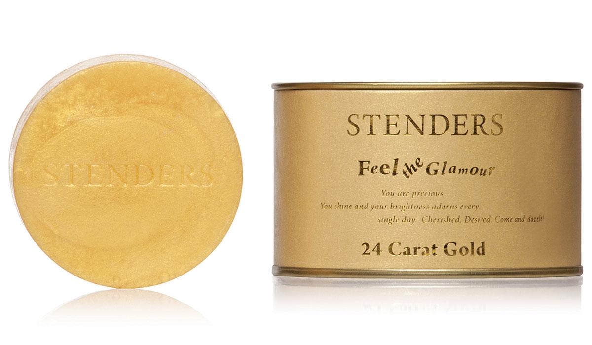 Stenders Мыло Золотое, 115 гZZЭксклюзивное золотое мыло создаст праздничное настроение в вашей ванной комнате. Благодаря ценным ингредиентам – золоту и экстракту граната – мыло позаботится о молодости вашей кожи. Мы измельчаем драгоценное 24-каратное золото на наночастицы, чтобы каждая из них могла проникнуть в самые глубокие слои кожи и стимулировать восстановление клеток кожи. Если прекрасные жены фараонов в Древнем Египте во время косметических процедур использовали лишь частично измельченное золото, то современные технологии позволяют лучше ощущать силу природных ингредиентов. Экстракт гранатов, растущих под южным солнцем, как богатый источник антиоксидантов, идеально дополнит воздействие мыла. Ваша кожа станет гладкой и шелковистой. Изысканный дизайнерский аромат оставит на вашем теле тонкий запах духов. Позвольте себе купаться в золоте! Экстракт плодов граната, напитанных южным солнцем, является богатым источником натуральных антиоксидантов, калия и фосфора. Этот экстракт помогает сохранить естественный...