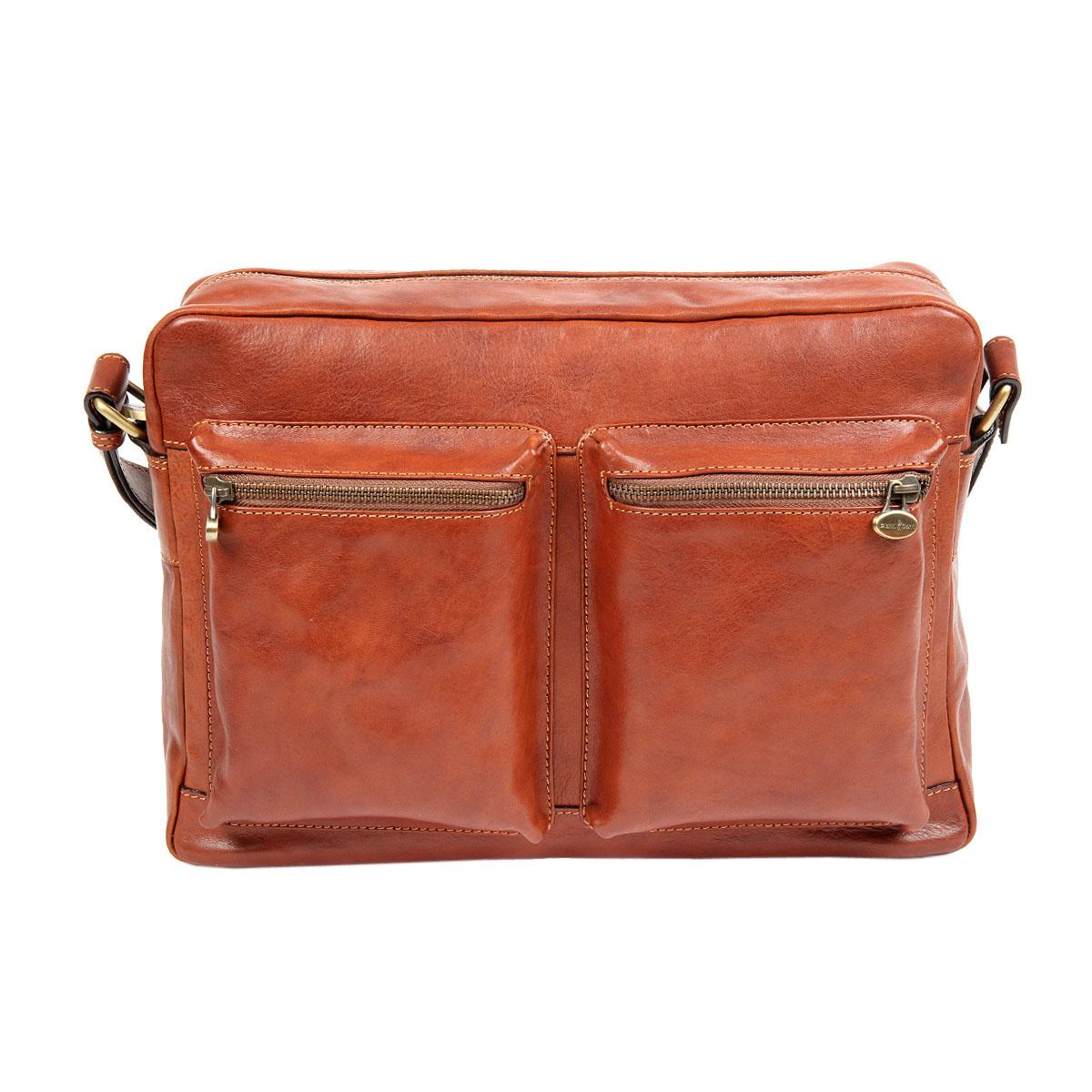 Сумка мужская Gianni Conti, цвет: светло-коричневый. 9123043-47670-00504Стильная мужская сумка Gianni Conti выполнена из натуральной кожи. Изделие имеет одно основное отделение, которое закрывается на застежку-молнию. Внутри имеются два открытых накладных кармана, держатель для авторучки, мягкий карман для планшета, который закрывается на хлястик с липучкой и прорезной карман на застежке-молнии. Снаружи, на передней стенке расположены два накладных объемных кармана на застежках-молниях, на задней стенке - прорезной карман на застежке-молнии. Модель оснащена плечевым ремнем, который регулируется по длине. Роскошная сумка внесет элегантные нотки в ваш образ и подчеркнет ваше отменное чувство стиля.