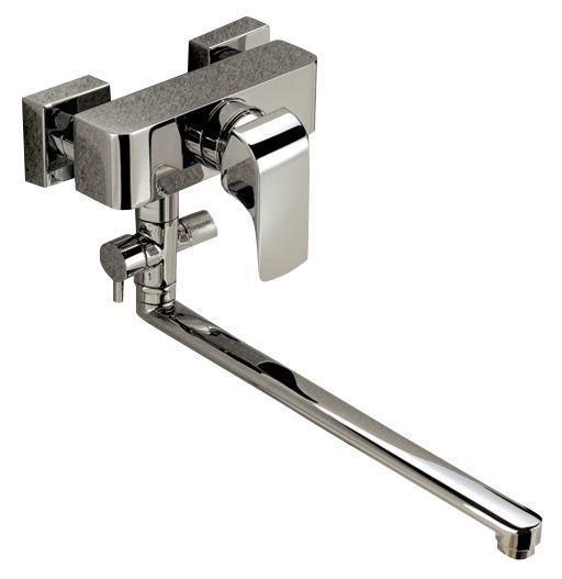 Смеситель для ванны/душа Gro Welle ДИ Rube. RBE722RBE722Смеситель для ванны и душа Gro Welle Rube сочетает в себе отличные эксплуатационные характеристики и оригинальный дизайн. Керамический картридж Sedal 40 мм (Испания) - надежный рабочий элемент, выдерживающий давление более 3,5 Атм. Рассчитан на беспрерывную работу в 1500000 циклов - это примерно 30 лет эксплуатации. Аэратор Neoperl Cascade (США) изготовлен из высококачественного пластика, благодаря чему на нем не образуется налет. Водная струя насыщается воздухом, становится ровной и без брызг. Тело смесителя отлито из высококачественной, безопасной для здоровья пищевой латуни. Хромоникелевое покрытие Crystallight придает изделию яркий металлический блеск и эстетичный внешний вид. Имеет водоотталкивающие свойства, благодаря которым защищает тело смесителя. Устойчив к кислотным и щелочным чистящим средствам. Смеситель Gro Welle Rube эргономичен, прост в монтаже и удобен в использовании. В комплект входит: смеситель, набор для монтажа. ...