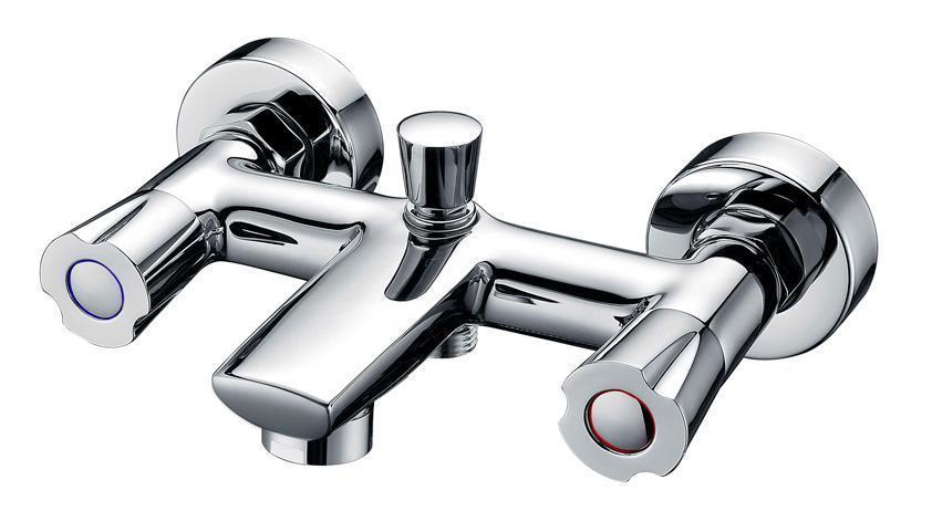 Смеситель для ванны/душа Gro Welle Mango. MNG721MNG721Смеситель для ванны и душа Gro Welle Mango сочетает в себе отличные эксплуатационные характеристики и оригинальный дизайн. Керамические кран-буксы Hunt (Испания) обеспечивают точную регулировку температуры воды за счет максимального поворота на 180°. Аэратор Neoperl Cascade (США) изготовлен из высококачественного пластика, благодаря чему на нем не образуется налет. Водная струя насыщается воздухом, становится ровной и без брызг. Тело смесителя отлито из высококачественной, безопасной для здоровья пищевой латуни. Хромоникелевое покрытие Crystallight придает изделию яркий металлический блеск и эстетичный внешний вид. Имеет водоотталкивающие свойства, благодаря которым защищает тело смесителя. Устойчив к кислотным и щелочным чистящим средствам. Смеситель Gro Welle Mango эргономичен, прост в монтаже и удобен в использовании. В комплект входит: смеситель, набор для монтажа. Длина излива смесителя: 12,5 см. Гарантийный срок на...