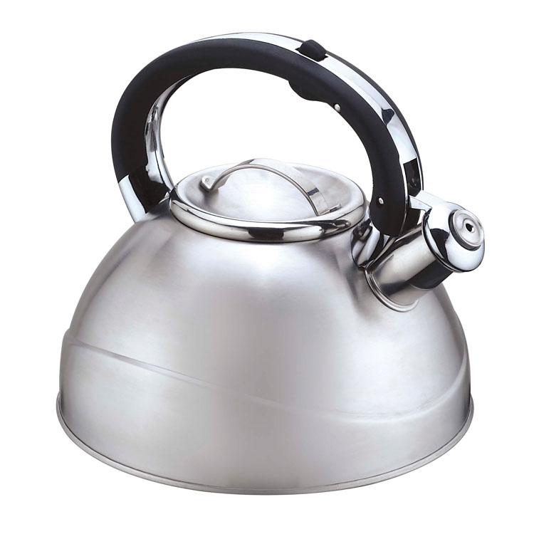 Чайник Mayer & Boch, со свистком, 3 л. 2241222412Чайник со свистком Mayer & Boch изготовлен из высококачественной нержавеющей стали, что обеспечивает долговечность использования. Капсульное дно обеспечивает равномерный и быстрый нагрев, поэтому вода закипает гораздо быстрее, чем в обычных чайниках. Носик чайника оснащен откидным свистком, звуковой сигнал которого подскажет, когда закипит вода. Свисток открывается нажатием кнопки на ручке, сделанной из бакелита. Чайник Mayer & Boch - качественное исполнение и стильное решение для вашей кухни. Подходит для всех типов плит, включая индукционные. Можно мыть в посудомоечной машине. Высота чайника (без учета ручки и крышки): 12,5 см. Высота чайника (с учетом ручки и крышки): 21 см. Диаметр чайника (по верхнему краю): 10 см.