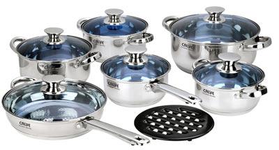 Набор кухонной посуды Calve, цвет: серебристый, 13 предметовCL-1084Набор кухонной посуды Calve состоит из сковороды, четырех кастрюль, сотейника и бакелитовой подставки. Предметы набора выполнены из нержавеющей стали. Кастрюли, сковорода и сотейник имеют крышки. Изделия имеют удобные ручки эргономичной формы. Надежное крепление ручки гарантирует безопасность использования. Комбинированная крышка из высококачественной нержавеющей стали и жаропрочного стекла позволяет следить за процессом приготовления, не открывая крышки. Специальное отверстие для выхода пара позволяет готовить с закрытой крышкой, предотвращая выкипание. Бакелитовая подставка позволит без опасения поставить изделие на любую поверхность. Зеркальная полировка придает посуде стильный внешний вид. Подходят для газовых, электрических, стеклокерамических и галогенных плит. Можно мыть в посудомоечной машине и использовать в духовом шкафу. В набор входят: - кастрюля с крышкой, диаметр 24 см, объем 4,75 л., - кастрюля с крышкой, диаметр...