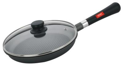 Сковорода Calve с крышкой, с антипригарным покрытием, со съемной ручкой, цвет: черный. Диаметр 24 смCL-1171Сковорода Calve выполнена из высококачественного литого алюминия с антипригарным покрытием Excilon. Оно позволяет готовить с минимальным добавлением масла. Съемная бакелитовая ручка удобна в использовании и позволяет компактно хранить сковороду. Жаропрочная стеклянная крышка плотно прилегает к краям посуды, имеет отверстие для выхода пара и металлический обод. Подходит для газовых, электрических, стеклокерамических и галогенных плит. Можно мыть в посудомоечной машине. Диаметр по верхнему краю: 24 см. Толщина стенки: 2,5 мм.
