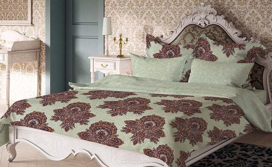 Комплект белья Волшебная ночь Геральдина, 2-спальный, наволочки 50х70 и 40х40, цвет: светло-зеленый, коричневый. 188423188423Комплект белья Волшебная ночь Геральдина состоит из пододеяльника, простыни, двух наволочек на спальные подушки и двух наволочек на подушки-думочки. Комплект выполнен из сатина - плотной ткани с мягким грифом. Изделия оформлены красивым рисунком в стиле версаль, который сделает спальню модной и стильной. Сатин - это натуральная ткань, которая производится из хлопкового волокна. Полотно этого материала весьма приятное на ощупь. Кроме этого, его отличие состоит в своеобразном блеске. Сатин обладает высокой прочностью и стойкостью к выцветанию, выдерживает большое количество стирок. Рекомендации по уходу: - Машинная и ручная стирка при температуре 60°C, - Не отбеливать, - Гладить при высокой температуре, - Сушить в стиральной машине при средней температуре, - Химчистка запрещена.