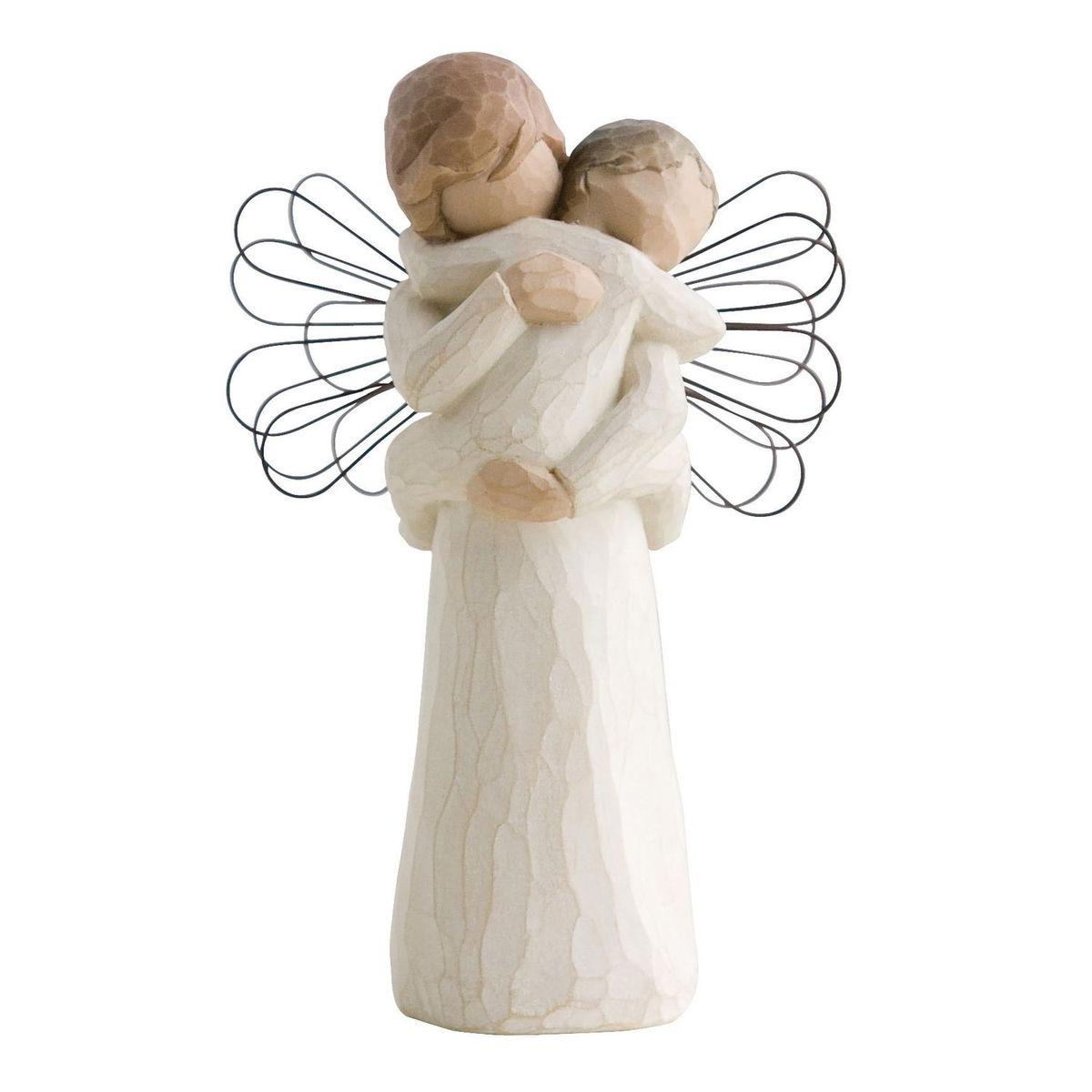 Фигурка Willow Tree Ангел объятий, 14 см26084Эти прекрасные статуэтки созданы канадским скульптором Сьюзан Лорди. Каждая фигурка – это настоящее произведение искусства, образная скульптура в миниатюре, изображающая эмоции и чувства, которые помогают нам чувствовать себя ближе к другим, верить в мечту, выражать любовь. Каждая фигурка помещена в красивую упаковку. Купить такой оригинальный подарок, значит не только украсить интерьер помещения или жилой комнаты, но выразить свое глубокое отношение к любимому человеку. Этот прекрасный сувенир будет лучшим подарком на день ангела, именины, день рождения, юбилей. Материал: Искусственный камень (49% карбонат кальция мелкозернистой разновидности, 51% искусственный камень)