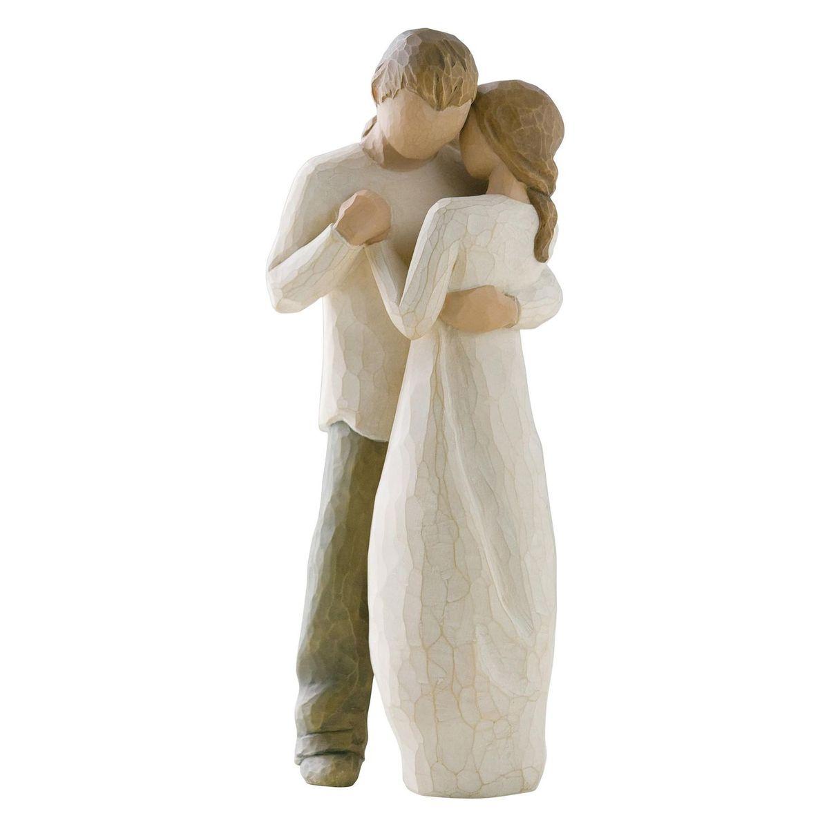 Фигурка Willow Tree Обещание, 23 см26121Эти прекрасные статуэтки созданы канадским скульптором Сьюзан Лорди. Каждая фигурка – это настоящее произведение искусства, образная скульптура в миниатюре, изображающая эмоции и чувства, которые помогают нам чувствовать себя ближе к другим, верить в мечту, выражать любовь. Каждая фигурка помещена в красивую упаковку. Купить такой оригинальный подарок, значит не только украсить интерьер помещения или жилой комнаты, но выразить свое глубокое отношение к любимому человеку. Этот прекрасный сувенир будет лучшим подарком на день ангела, именины, день рождения, юбилей. Материал: Искусственный камень (49% карбонат кальция мелкозернистой разновидности, 51% искусственный камень)