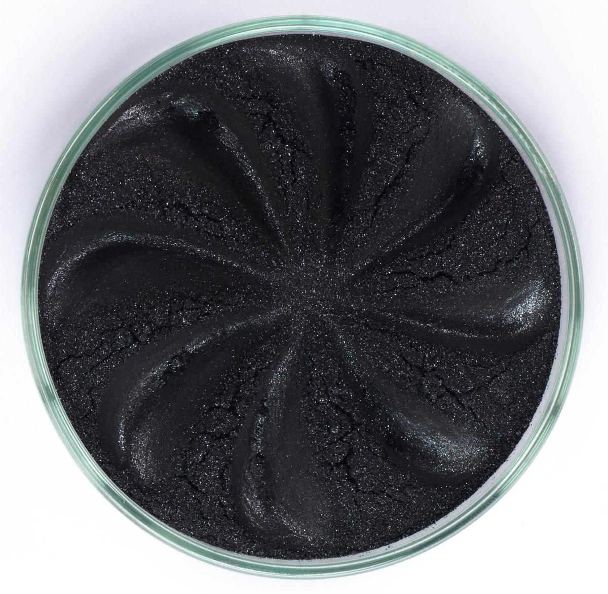 Era Minerals Минеральные Тени для век Jewel тон J35 (сияющий черный), 4 млEYJ35Тени для век Jewel обеспечивают комплексное покрытие, своим сиянием напоминающее как глубину, так и лучезарный блеск драгоценного камня. Текстура теней содержит в себе цвет-основу с содержанием крошечных мерцающих частиц, превосходно сочетающихся с основным цветом. Сильные и яркие минеральные пигменты Можно наносить как влажным, так и сухим способом Без отдушек и содержания масел, для всех типов кожи Дерматологически протестировано, не аллергенно Не тестировано на животных Вес нетто 1г (стандартный размер)