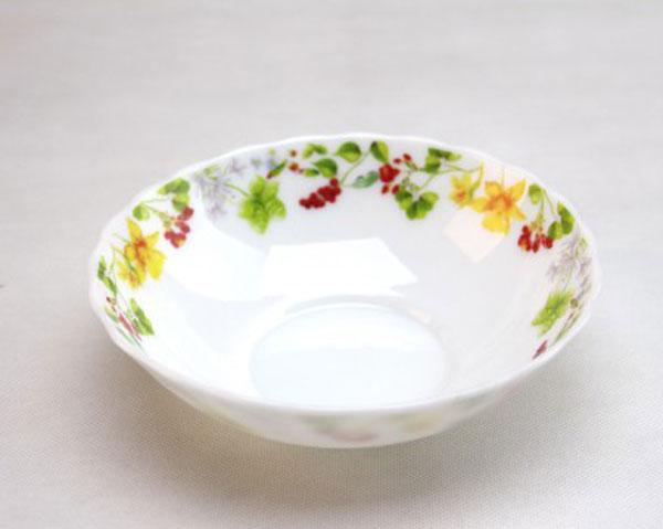 Тарелка суповая Chinbull Оттавиа, диаметр 18 смHW-70/6728Тарелка суповая Chinbull Оттавиа, выполненная из высококачественной стеклокерамики, декорирована изображением цветов. Изящный дизайн придется по вкусу и ценителям классики, и тем, кто предпочитает утонченность. Тарелка Chinbull Оттавиа идеально подойдет для сервировки стола и станет отличным подарком к любому празднику. Диаметр (по верхнему краю): 18 см.