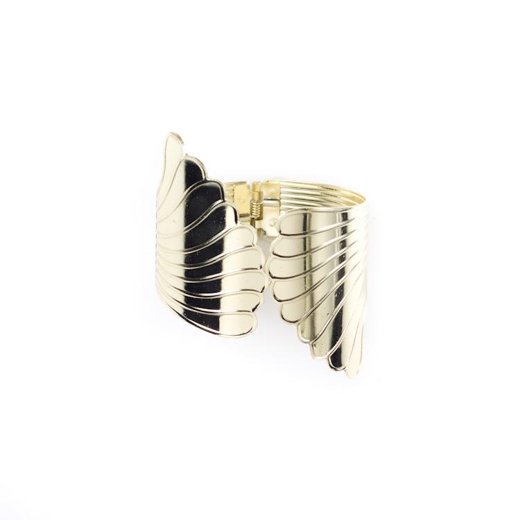 Подхват для штор Мир мануфактуры, цвет: золотистый. 688677688677_золотистыйПодхват для штор Мир мануфактуры, выполненный из металла, предназначен как для фиксации штор, так и для формирования декоративных складок на ткани. Изделие придаст шторам восхитительный, стильный внешний вид и добавит уют в интерьер помещения. Диаметр подхвата: 6 см.