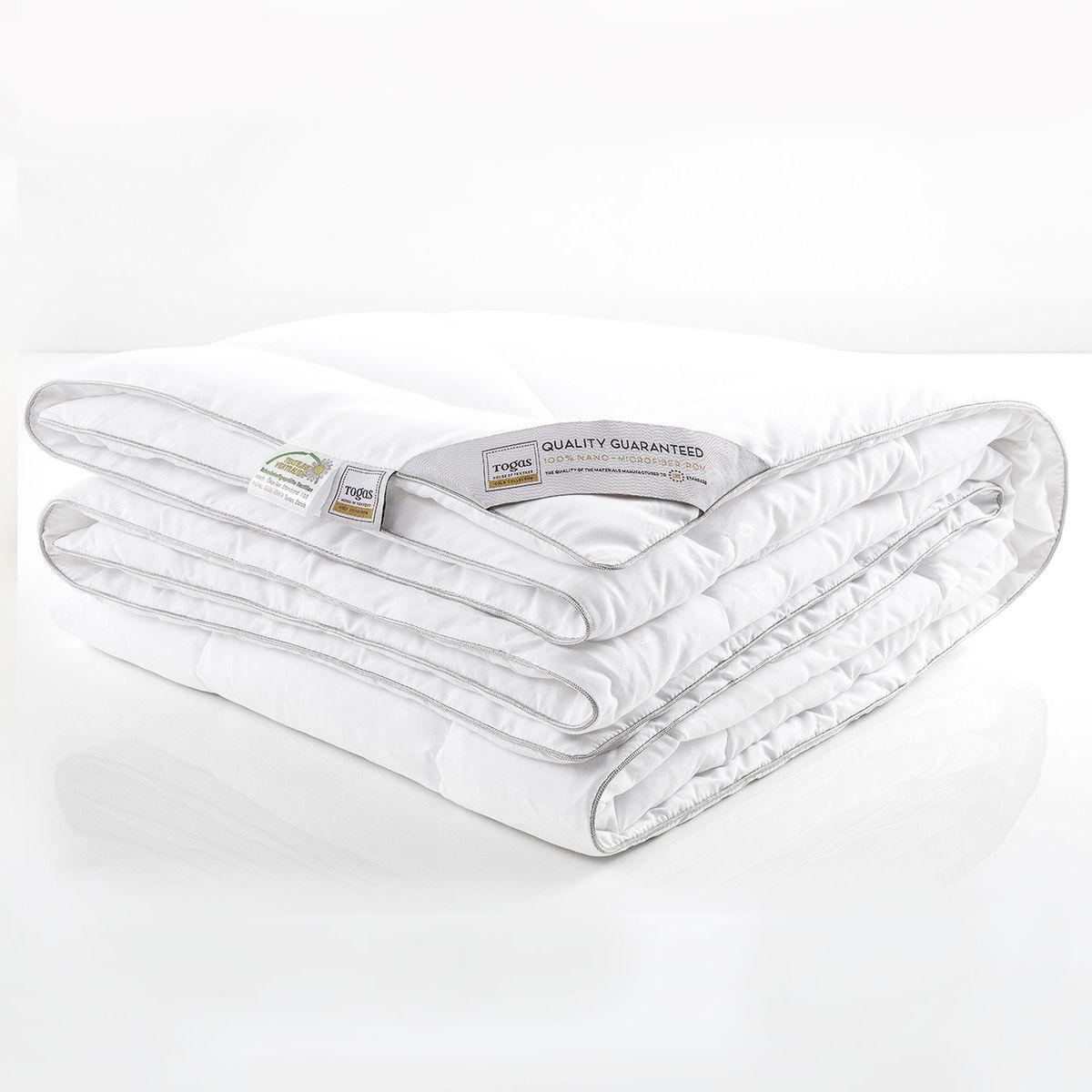 """Одеяло Нано микрофайбер с микрогранулами нано, 140 х 200 см. 20.04.12.001320.04.12.0013Комфортная темпетатура тела во время сна - важная составляющая комфорта. В идеальных условиях тело расслабляется и по-настоящему отдыхает, как результат - Вы просыпаетесь отдохнувшим и бодрым, готовым к новым свершениям. """"Микрофайбер с микрогранулами НАНО"""" - одеяло с """"климатконтролем"""". Оно «подстраивается» под различные температурные условия, регулируя температуру тела во время сна и наполняя Вас ощущением легкости и комфорта."""