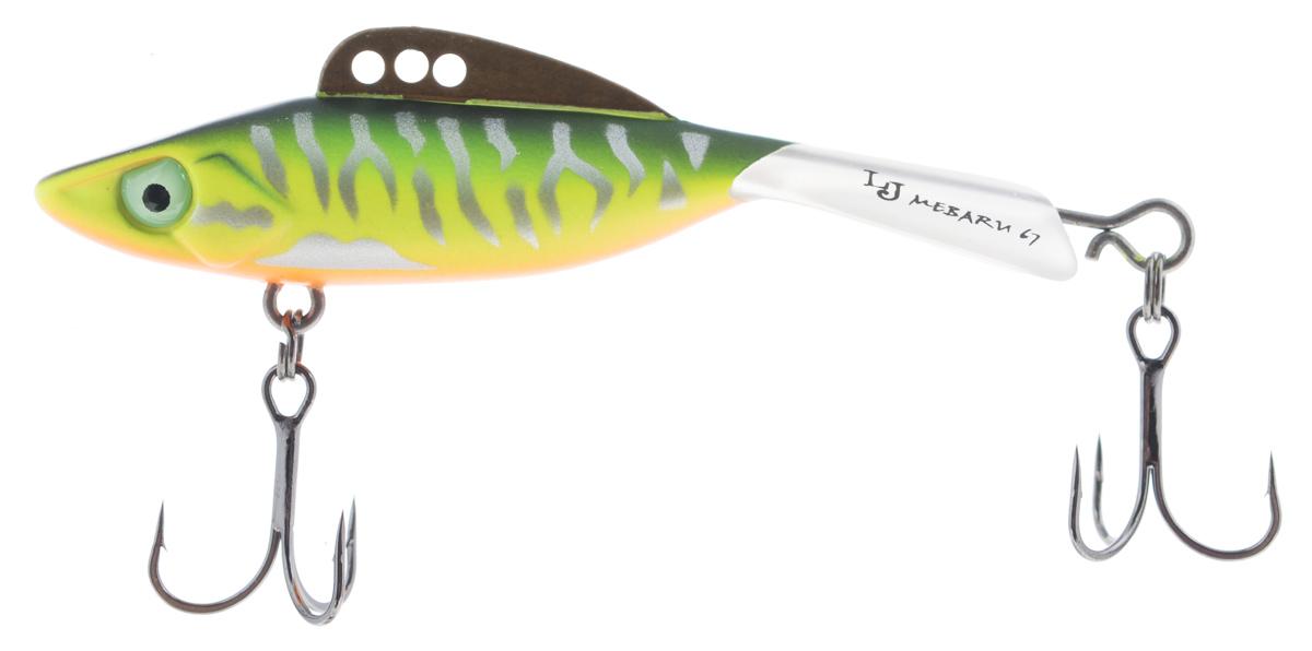 Балансир Lucky John Mebaru, цвет: зеленый, желтый, оранжевый, 6,7 см, 18 гLJME67-305Lucky John Mebaru - балансир, разработанный в Японии, для ловли хищной рыбы со льда и в отвес с дрейфующей лодки. Приманка изготовлена из свинцового сплава с корпусом и хвостом, сформированными из цельного морозостойкого и ударопрочного пластика ABS. Длинный хвост обеспечивает четкие развороты приманки в крайних точках траектории движения. В спинном плавнике, изготовленном из латуни, имеется три отверстия. В зависимости от точки крепления, игра приманки изменяется. На приманке установлены крючки Owner. Рекомендуется для ловли судака, щуки, форели и окуня.