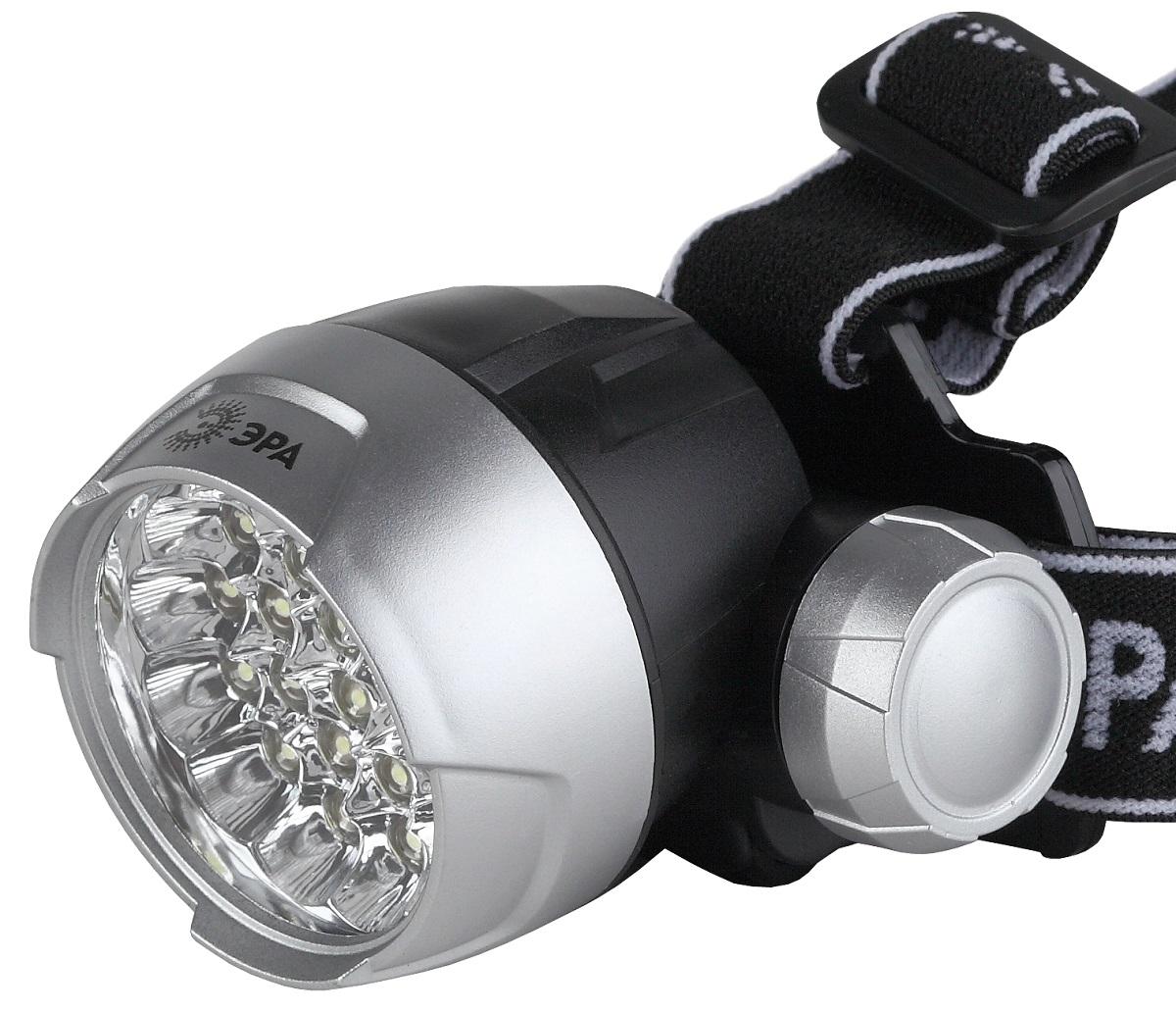 Фонарь налобный ЭРА G25, цвет: серебристый, черныйG25Светодиодный налобный фонарь: 25 белых светодиодов NarrowBeam (суммарная мощность 5W, световой поток до 125Лм) 4 режима работы 3хААА (в комплект не входят). 116 лм