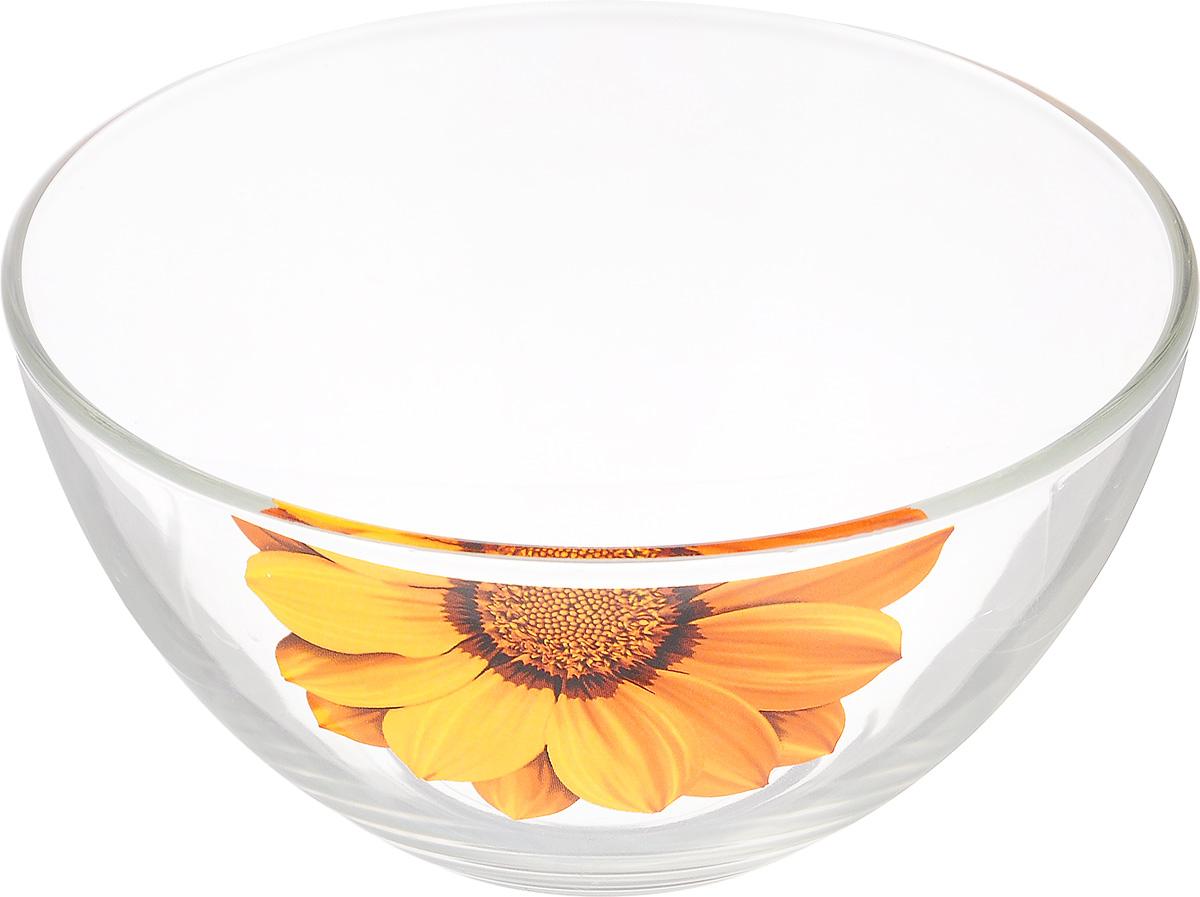 Салатник OSZ Георгин, цвет: желтый, прозрачный, диаметр 15 смVT-1520(SR)Салатник OSZ Георгин изготовлен из бесцветного стекла и украшен ярким рисунком. Идеально подходит для сервировки стола.Салатник не только украсит ваш кухонный стол и подчеркнет прекрасный вкус хозяйки, но и станет отличным подарком. Диаметр салатника (по верхнему краю): 15 см. Диаметр основания: 7 см. Высота салатника: 7,5 см.