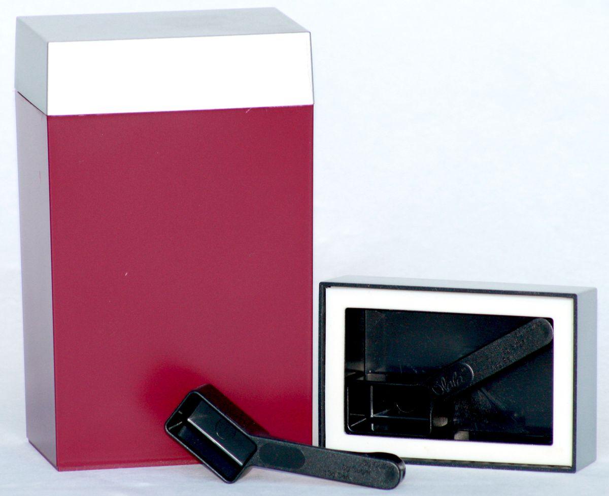 Контейнер для хранения Olala, цвет: рубиновый, серебристый, 600 мл. 3003004Прямоугольный контейнер Olala предназначен специально для хранения пищевых продуктов. Он выполнен из высококачественного пластика. Крышка легко и плотно закрывается. Контейнер устойчив к воздействию масел и жиров, легко моется. В комплекте прилагается мерная ложечка. Объем контейнера: 600 мл. Размер контейнера: 10 см х 6,5 см х 16,5 см.