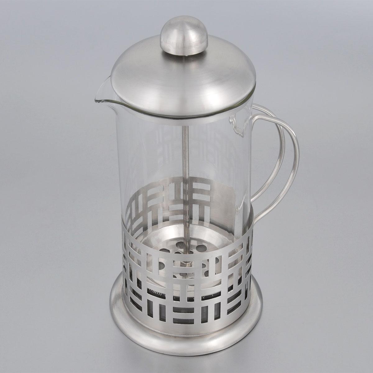 Френч-пресс Bohmann, 600 мл. 9560BHCM000001328Френч-пресс Bohmann используется для заваривания крупнолистового чая, кофе среднего помола, травяных сборов. Изготовлен из высококачественной нержавеющей стали и термостойкого стекла, выдерживающего высокую температуру, что придает ему надежность и долговечность. Френч-пресс Bohmann незаменим для любителей чая и кофе.Можно мыть в посудомоечной машине.Объем: 600 мл.Высота (с учетом крышки): 21 см.Диаметр (по верхнему краю): 9 см.