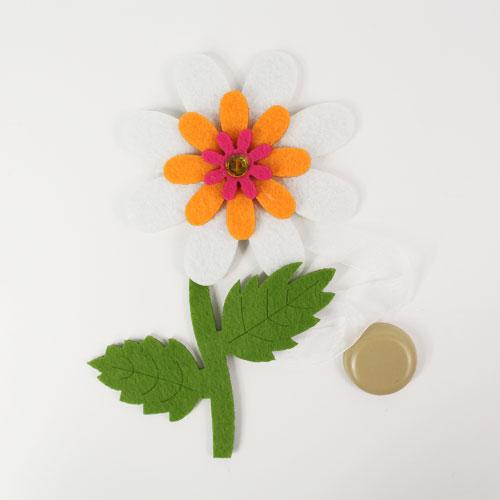 Клипса-магнит для штор Астра Цветок, цвет: зеленый, белый, 15 х 10 см7713418_ C501/C056Клипса-магнит Астра Цветок, изготовленная из полиэстера и текстиля, предназначена для придания формы шторам. Изделие представляет собой два магнита, расположенные на разных концах текстильной ленты. Один из магнитов оформлен декоративным изображением цветка. С помощью такой магнитной клипсы можно зафиксировать портьеры, придать им требуемое положение, сделать складки симметричными или приблизить портьеры, скрепить их. Клипсы для штор являются универсальным изделием, которое превосходно подойдет как для штор в детской комнате, так и для штор в гостиной. Следует отметить, что клипсы для штор выполняют не только практическую функцию, но также являются одной из основных деталей декора этого изделия, которая придает шторам восхитительный, стильный внешний вид. Размер декоративного элемента: 15 см х 10 см х 1,5 см. Диаметр магнита: 2 см. Длина ленты: 31 см.