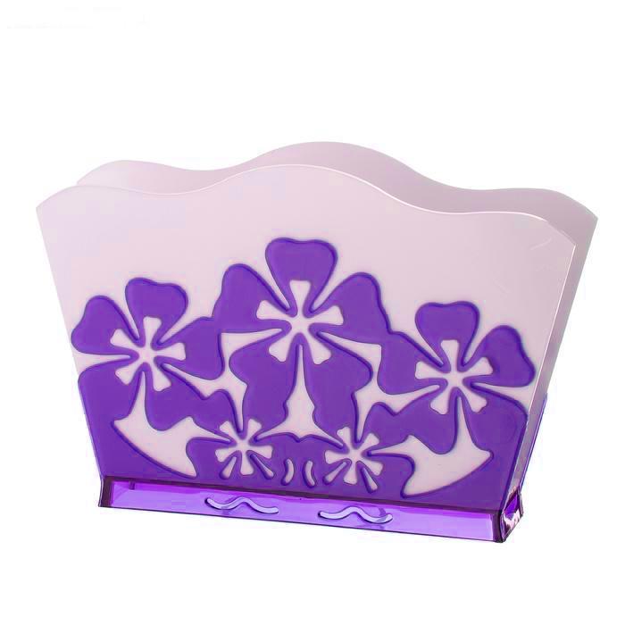Салфетница Альтернатива Камелия, цвет: белый, фиолетовыйVT-1520(SR)Салфетница Альтернатива Камелия изготовлена из высококачественного пластика. Изделие оформлено рельефом в виде цветов. Такая салфетница прекрасно дополнит сервировку стола и станет практичным приобретением для вашей кухни.