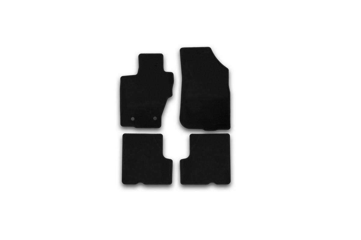 Набор автомобильных ковриков Klever для Renault Duster 2WD/4WD 2015-, кроссовер, в салон, 4 штKVR01413201200kНабор автомобильных ковриков Klever, изготовленный из текстиля, состоит из 4 ковриков, которые учитывают все особенности каждой модели автомобиля и полностью повторяют контуры пола. Текстильные автомобильные коврики для салона произведены из высококачественного материала, который держит форму, прочный и не пачкает обувь. Коврики в салон не только улучшат внешний вид салона вашего автомобиля, но и надежно уберегут его от пыли, грязи и сырости, а значит, защитят кузов от коррозии. Текстильные коврики для автомобиля мягкие и приятные, а их основа из вспененного полиуретана не пропускает влагу. Ковры для автомобилей надежно крепятся на полу и не скользят, что очень важно во время движения. Чистятся коврики очень просто: как при помощи автомобильного пылесоса, так и различными моющими средствами. Набор подходит для Renault Duster 2WD/4WD кроссовер с 2015 года выпуска.