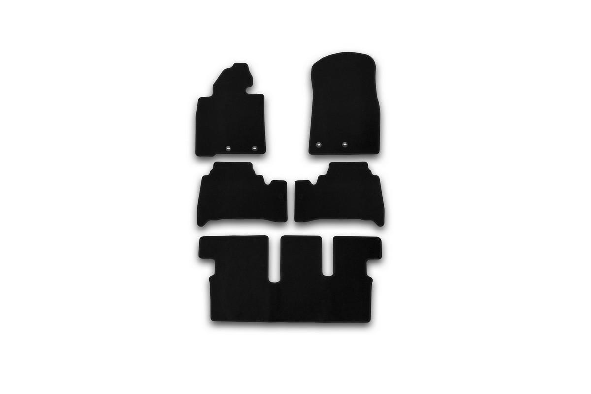 Набор автомобильных ковриков Klever для Toyota Land Cruiser 200 7 мест АКПП 2012-, внедорожник, в салон, 5 штKVR01489401200kНабор автомобильных ковриков Klever, изготовленный из текстиля, состоит из 5 ковриков, которые учитывают все особенности каждой модели автомобиля и полностью повторяют контуры пола. Текстильные автомобильные коврики для салона произведены из высококачественного материала, который держит форму, прочный и не пачкает обувь. Коврики в салон не только улучшат внешний вид салона вашего автомобиля, но и надежно уберегут его от пыли, грязи и сырости, а значит, защитят кузов от коррозии. Текстильные коврики для автомобиля мягкие и приятные, а их основа из вспененного полиуретана не пропускает влагу. Ковры для автомобилей надежно крепятся на полу и не скользят, что очень важно во время движения. Чистятся коврики очень просто: как при помощи автомобильного пылесоса, так и различными моющими средствами. Набор подходит для Toyota Land Cruiser 200 7 мест АКПП внедорожник с 2012 года выпуска.