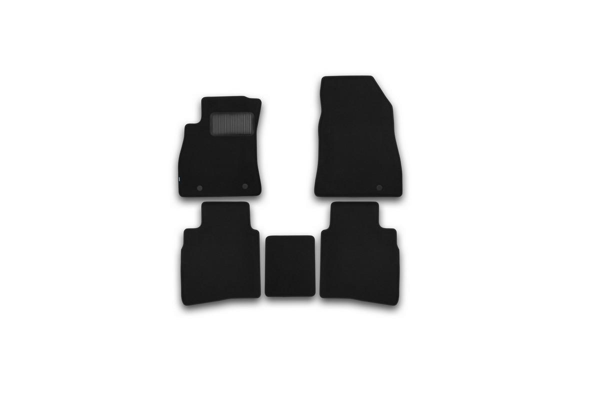 Набор автомобильных ковриков Klever для Nissan Sentra 2014-, седан, в салон, 5 шт. KVR03364122110khKVR03364122110khНабор автомобильных ковриков Klever, изготовленный из текстиля, состоит из 5 ковриков, которые учитывают все особенности каждой модели автомобиля и полностью повторяют контуры пола. Текстильные автомобильные коврики для салона произведены из высококачественного материала, который держит форму, прочный и не пачкает обувь. Коврики в салон не только улучшат внешний вид салона вашего автомобиля, но и надежно уберегут его от пыли, грязи и сырости, а значит, защитят кузов от коррозии. Текстильные коврики для автомобиля мягкие и приятные, а их основа из вспененного полиуретана не пропускает влагу. Ковры для автомобилей надежно крепятся на полу и не скользят, что очень важно во время движения. Чистятся коврики очень просто: как при помощи автомобильного пылесоса, так и различными моющими средствами. Набор подходит для Nissan Sentra седан с 2014 года выпуска.