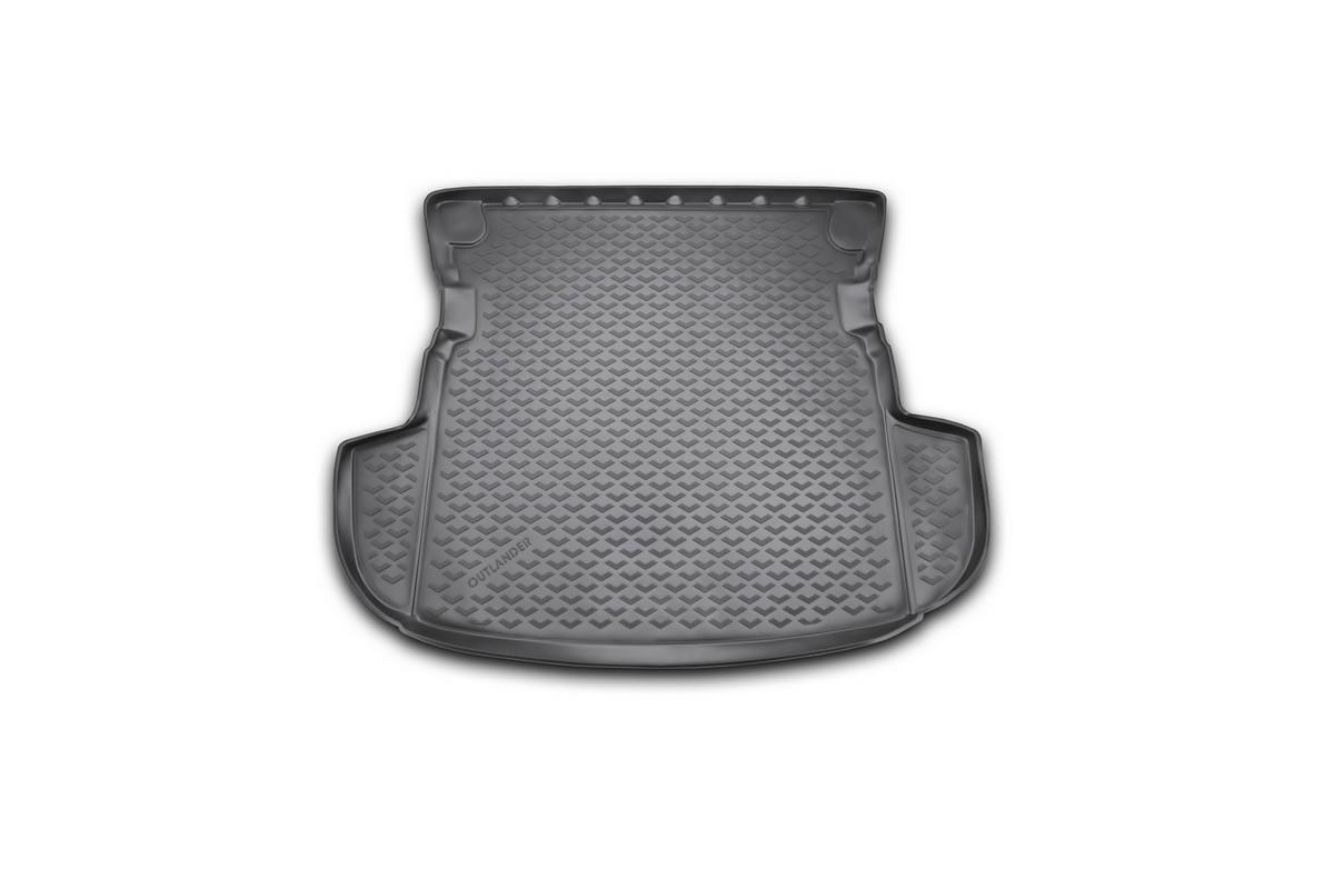 Коврик в багажник автомобиля Novline-Autofamily для Mitsubishi Outlander, 2012 - 2014, 2014 -, без органайзераBI.001.044Автомобильный коврик в багажник позволит вам без особых усилий содержать в чистоте багажный отсек вашего авто и при этом перевозить в нем абсолютно любые грузы. Такой автомобильный коврик гарантированно защитит багажник вашего автомобиля от грязи, мусора и пыли, которые постоянно скапливаются в этом отсеке. А кроме того, поддон не пропускает влагу. Все это надолго убережет важную часть кузова от износа. Мыть коврик для багажника из полиуретана можно любыми чистящими средствами или просто водой. При этом много времени уборка не отнимет, ведь полиуретан устойчив к загрязнениям. Если вам приходится перевозить в багажнике тяжелые грузы, за сохранность автоковрика можете не беспокоиться. Он сделан из прочного материала, который не деформируется при механических нагрузках и устойчив даже к экстремальным температурам. А кроме того, коврик для багажника надежно фиксируется и не сдвигается во время поездки - это дополнительная гарантия сохранности вашего багажа. ...