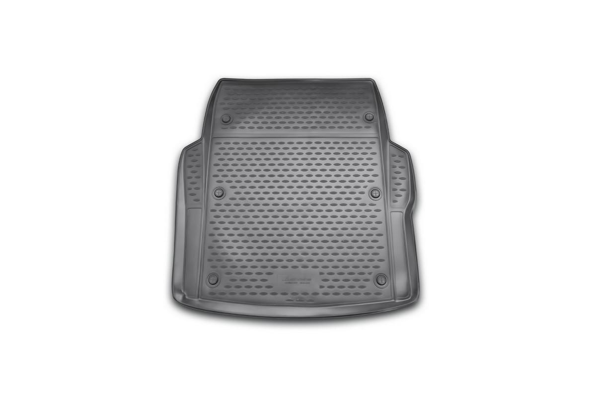Коврик автомобильный Novline-Autofamily для BMW 3-Series F30 седан 2012-, в багажникNLC.05.31.B10Автомобильный коврик Novline-Autofamily, изготовленный из полиуретана, позволит вам без особых усилий содержать в чистоте багажный отсек вашего авто и при этом перевозить в нем абсолютно любые грузы. Этот модельный коврик идеально подойдет по размерам багажнику вашего автомобиля. Такой автомобильный коврик гарантированно защитит багажник от грязи, мусора и пыли, которые постоянно скапливаются в этом отсеке. А кроме того, поддон не пропускает влагу. Все это надолго убережет важную часть кузова от износа. Коврик в багажнике сильно упростит для вас уборку. Согласитесь, гораздо проще достать и почистить один коврик, нежели весь багажный отсек. Тем более, что поддон достаточно просто вынимается и вставляется обратно. Мыть коврик для багажника из полиуретана можно любыми чистящими средствами или просто водой. При этом много времени у вас уборка не отнимет, ведь полиуретан устойчив к загрязнениям. Если вам приходится перевозить в багажнике тяжелые грузы,...