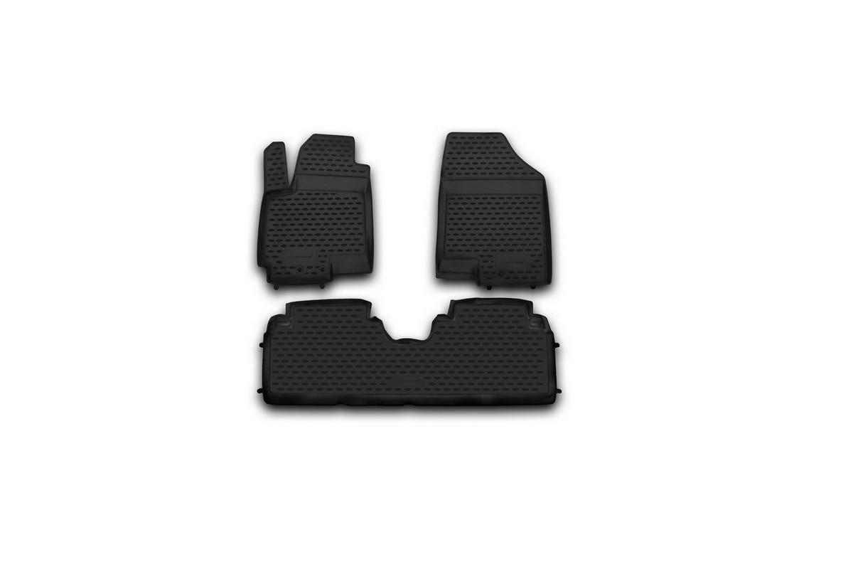 Набор автомобильных ковриков Novline-Autofamily для Kia Venga 2010-, в салон, 3 штVT-1520(SR)Набор автомобильных ковриков Novline-Autofamily, изготовленный из полиуретана, состоит из 3 ковриков, которые учитывают все особенности каждой модели автомобиля и полностью повторяют контуры пола. Полиуретановые автомобильные коврики для салона произведены из высококачественного материала, который держит форму, прочный и не пачкает обувь. Коврики в салон не только улучшат внешний вид салона вашего автомобиля, но и надежно уберегут его от пыли, грязи и сырости, а значит, защитят кузов от коррозии. Полиуретановые коврики для автомобиля гладкие, приятные и не пропускают влагу. Ковры для автомобилей надежно крепятся на полу и не скользят, что очень важно во время движения. Чистятся коврики очень просто: как при помощи автомобильного пылесоса, так и различными моющими средствами. Набор подходит для Kia Venga с 2010 года выпуска.