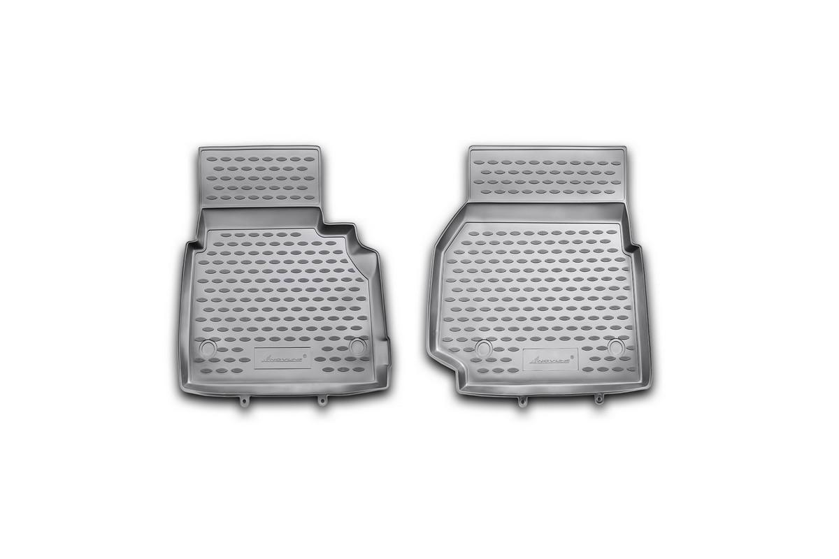 Набор автомобильных ковриков Novline-Autofamily для Land Rover Defender 90 3D 2007-, в салон, 2 штNLC.28.11.210khНабор автомобильных ковриков Novline-Autofamily, изготовленный из полиуретана, состоит из 2 ковриков, которые учитывают все особенности каждой модели автомобиля и полностью повторяют контуры пола. Полиуретановые автомобильные коврики для салона произведены из высококачественного материала, который держит форму, прочный и не пачкает обувь. Коврики в салон не только улучшат внешний вид салона вашего автомобиля, но и надежно уберегут его от пыли, грязи и сырости, а значит, защитят кузов от коррозии. Полиуретановые коврики для автомобиля гладкие, приятные и не пропускают влагу. Ковры для автомобилей надежно крепятся на полу и не скользят, что очень важно во время движения. Чистятся коврики очень просто: как при помощи автомобильного пылесоса, так и различными моющими средствами. Набор подходит для Land Rover Defender 90 3D с 2007 года выпуска.