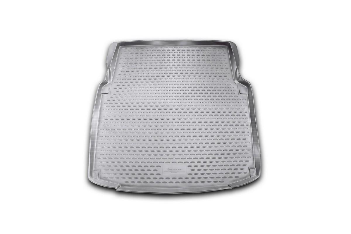 Коврик автомобильный Novline-Autofamily для Mercedes-Benz СLS-Klasse W219 купе 2004-, в багажник. NLC.34.30.B16NLC.34.30.B16Автомобильный коврик Novline-Autofamily, изготовленный из полиуретана, позволит вам без особых усилий содержать в чистоте багажный отсек вашего авто и при этом перевозить в нем абсолютно любые грузы. Этот модельный коврик идеально подойдет по размерам багажнику вашего автомобиля. Такой автомобильный коврик гарантированно защитит багажник от грязи, мусора и пыли, которые постоянно скапливаются в этом отсеке. А кроме того, поддон не пропускает влагу. Все это надолго убережет важную часть кузова от износа. Коврик в багажнике сильно упростит для вас уборку. Согласитесь, гораздо проще достать и почистить один коврик, нежели весь багажный отсек. Тем более, что поддон достаточно просто вынимается и вставляется обратно. Мыть коврик для багажника из полиуретана можно любыми чистящими средствами или просто водой. При этом много времени у вас уборка не отнимет, ведь полиуретан устойчив к загрязнениям. Если вам приходится перевозить в багажнике тяжелые грузы,...