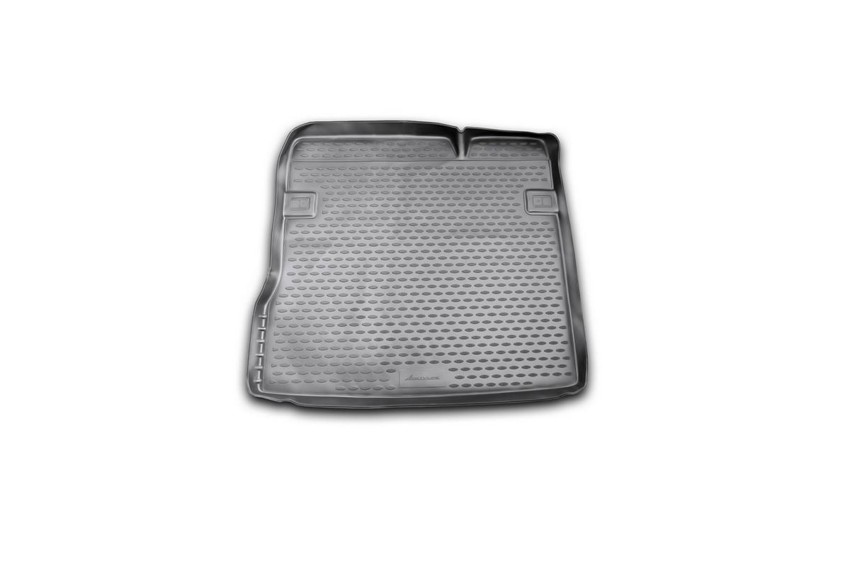 Коврик автомобильный Novline-Autofamily для Renault Duster 2WD кроссовер 2011-2015, 2015-, в багажникSC-FD421005Автомобильный коврик Novline-Autofamily, изготовленный из полиуретана, позволит вам без особых усилий содержать в чистоте багажный отсек вашего авто и при этом перевозить в нем абсолютно любые грузы. Этот модельный коврик идеально подойдет по размерам багажнику вашего автомобиля. Такой автомобильный коврик гарантированно защитит багажник от грязи, мусора и пыли, которые постоянно скапливаются в этом отсеке. А кроме того, поддон не пропускает влагу. Все это надолго убережет важную часть кузова от износа. Коврик в багажнике сильно упростит для вас уборку. Согласитесь, гораздо проще достать и почистить один коврик, нежели весь багажный отсек. Тем более, что поддон достаточно просто вынимается и вставляется обратно. Мыть коврик для багажника из полиуретана можно любыми чистящими средствами или просто водой. При этом много времени у вас уборка не отнимет, ведь полиуретан устойчив к загрязнениям.Если вам приходится перевозить в багажнике тяжелые грузы, за сохранность коврика можете не беспокоиться. Он сделан из прочного материала, который не деформируется при механических нагрузках и устойчив даже к экстремальным температурам. А кроме того, коврик для багажника надежно фиксируется и не сдвигается во время поездки, что является дополнительной гарантией сохранности вашего багажа.Коврик имеет форму и размеры, соответствующие модели данного автомобиля.