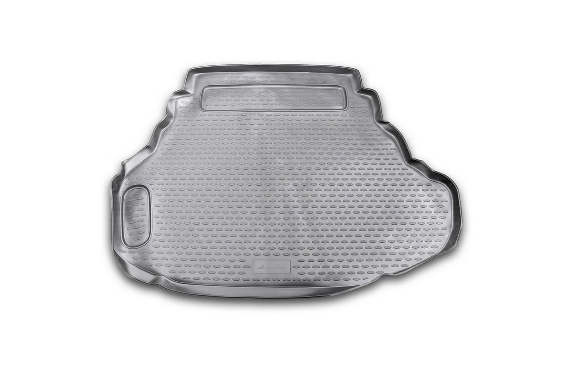 Коврик в багажник автомобиля Novline-Autofamily для Toyota Camry, 2011 - 2014, 2014 - 2,5l /3,5lNLC.48.51.B10Автомобильный коврик в багажник позволит вам без особых усилий содержать в чистоте багажный отсек вашего авто и при этом перевозить в нем абсолютно любые грузы. Такой автомобильный коврик гарантированно защитит багажник вашего автомобиля от грязи, мусора и пыли, которые постоянно скапливаются в этом отсеке. А кроме того, поддон не пропускает влагу. Все это надолго убережет важную часть кузова от износа. Мыть коврик для багажника из полиуретана можно любыми чистящими средствами или просто водой. При этом много времени уборка не отнимет, ведь полиуретан устойчив к загрязнениям. Если вам приходится перевозить в багажнике тяжелые грузы, за сохранность автоковрика можете не беспокоиться. Он сделан из прочного материала, который не деформируется при механических нагрузках и устойчив даже к экстремальным температурам. А кроме того, коврик для багажника надежно фиксируется и не сдвигается во время поездки - это дополнительная гарантия сохранности вашего багажа. ...