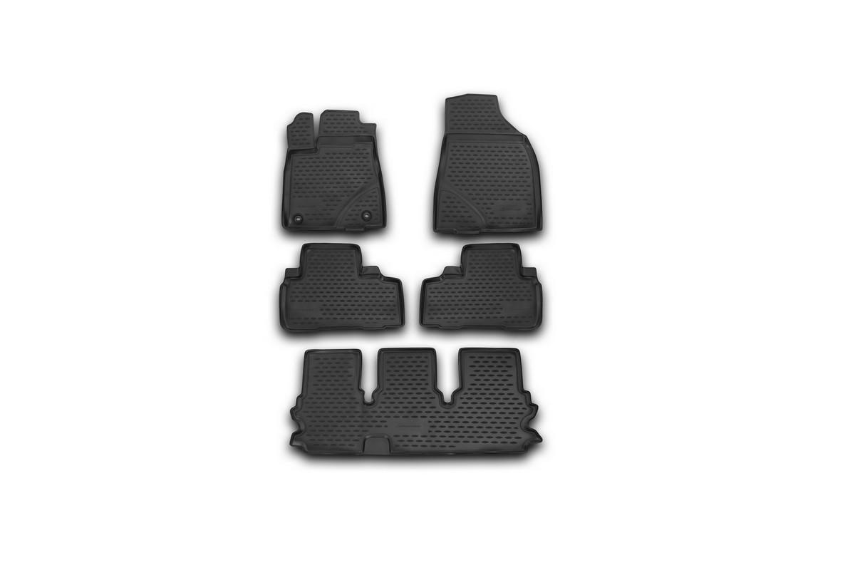 Набор автомобильных ковриков Novline-Autofamily для Toyota Highlander 2014-, в салон, 5 штVT-1520(SR)Набор автомобильных ковриков Novline-Autofamily, изготовленный из полиуретана, состоит из 5 ковриков, которые учитывают все особенности каждой модели автомобиля и полностью повторяют контуры пола. Полиуретановые автомобильные коврики для салона произведены из высококачественного материала, который держит форму, прочный и не пачкает обувь. Коврики в салон не только улучшат внешний вид салона вашего автомобиля, но и надежно уберегут его от пыли, грязи и сырости, а значит, защитят кузов от коррозии. Полиуретановые коврики для автомобиля гладкие, приятные и не пропускают влагу. Ковры для автомобилей надежно крепятся на полу и не скользят, что очень важно во время движения. Чистятся коврики очень просто: как при помощи автомобильного пылесоса, так и различными моющими средствами. Набор подходит для Toyota Highlander с 2014 года выпуска.