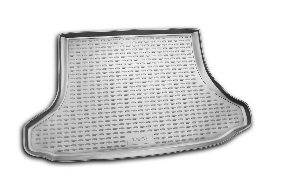 Коврик автомобильный Novline-Autofamily для Chery Tiggo внедорожник 01/2006-2013, 2013-, в багажникNLC.63.03.B12Автомобильный коврик Novline-Autofamily, изготовленный из полиуретана, позволит вам без особых усилий содержать в чистоте багажный отсек вашего авто и при этом перевозить в нем абсолютно любые грузы. Этот модельный коврик идеально подойдет по размерам багажнику вашего автомобиля. Такой автомобильный коврик гарантированно защитит багажник от грязи, мусора и пыли, которые постоянно скапливаются в этом отсеке. А кроме того, поддон не пропускает влагу. Все это надолго убережет важную часть кузова от износа. Коврик в багажнике сильно упростит для вас уборку. Согласитесь, гораздо проще достать и почистить один коврик, нежели весь багажный отсек. Тем более, что поддон достаточно просто вынимается и вставляется обратно. Мыть коврик для багажника из полиуретана можно любыми чистящими средствами или просто водой. При этом много времени у вас уборка не отнимет, ведь полиуретан устойчив к загрязнениям. Если вам приходится перевозить в багажнике тяжелые грузы,...