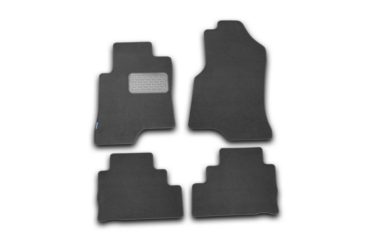 Набор автомобильных ковриков Novline-Autofamily для Chevrolet Captiva 2006-, внедорожник, в салон, 4 штVT-1520(SR)Набор автомобильных ковриков Novline-Autofamily, изготовленный из текстиля, состоит из 4 ковриков, которые учитывают все особенности каждой модели автомобиля и полностью повторяют контуры пола. Текстильные автомобильные коврики для салона произведены из высококачественного материала, который держит форму, прочный и не пачкает обувь. Коврики в салон не только улучшат внешний вид салона вашего автомобиля, но и надежно уберегут его от пыли, грязи и сырости, а значит, защитят кузов от коррозии. Текстильные коврики для автомобиля мягкие и приятные, а их основа из вспененного полиуретана не пропускает влагу. Ковры для автомобилей надежно крепятся на полу и не скользят, что очень важно во время движения. Чистятся коврики очень просто: как при помощи автомобильного пылесоса, так и различными моющими средствами. Набор подходит для Chevrolet Captiva внедорожник с 2006 года выпуска.