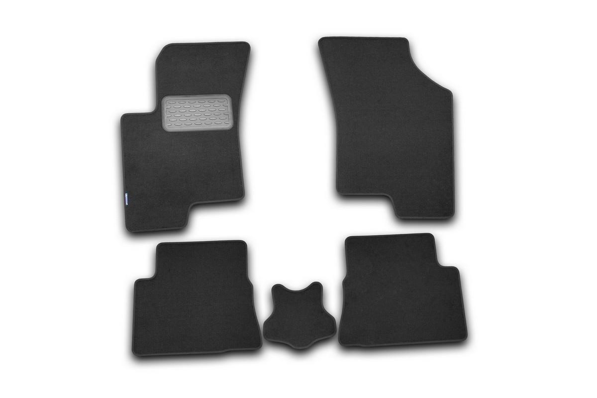Набор автомобильных ковриков Novline-Autofamily для Hyundai Getz 2002-2009, хэтчбек, в салон, 5 штNLT.20.08.11.110khНабор автомобильных ковриков Novline-Autofamily, изготовленный из текстиля, состоит из 5 ковриков, которые учитывают все особенности каждой модели автомобиля и полностью повторяют контуры пола. Текстильные автомобильные коврики для салона произведены из высококачественного материала, который держит форму, прочный и не пачкает обувь. Коврики в салон не только улучшат внешний вид салона вашего автомобиля, но и надежно уберегут его от пыли, грязи и сырости, а значит, защитят кузов от коррозии. Текстильные коврики для автомобиля мягкие и приятные, а их основа из вспененного полиуретана не пропускает влагу. Ковры для автомобилей надежно крепятся на полу и не скользят, что очень важно во время движения. Чистятся коврики очень просто: как при помощи автомобильного пылесоса, так и различными моющими средствами. Набор подходит для Hyundai Getz хэтчбек 2002-2009 годов выпуска.