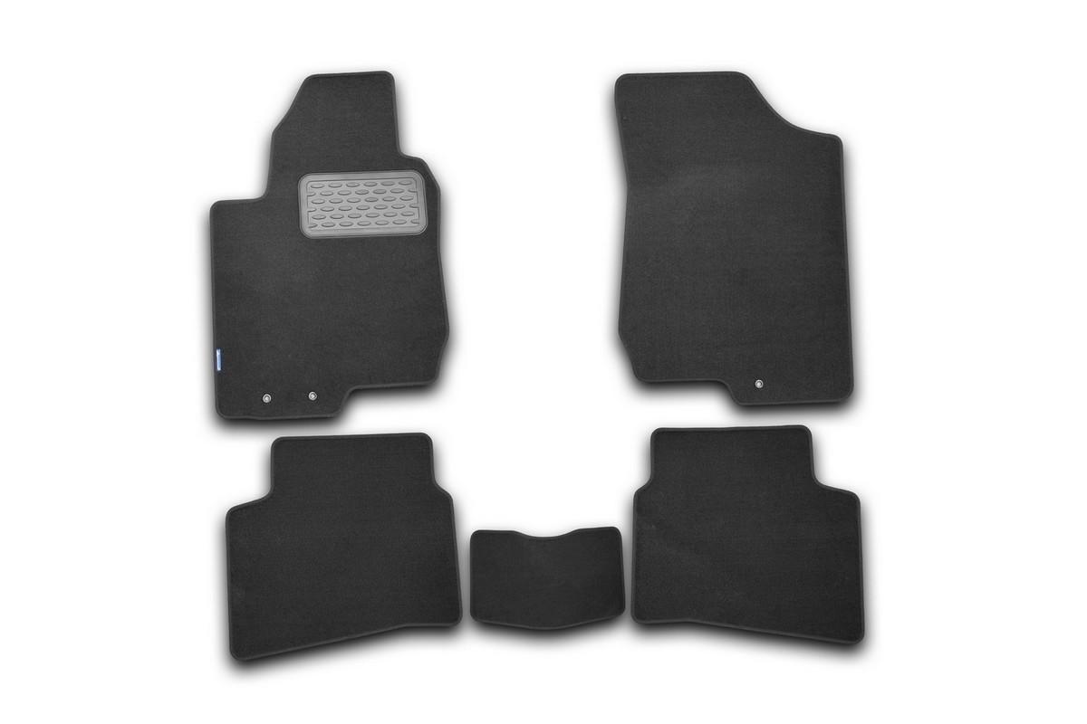 Набор автомобильных ковриков Novline-Autofamily для Kia Pro Ceed 2011-, хэтчбек, в салон, 5 шт. NLT.25.38.11.110khNLT.25.38.11.110khНабор автомобильных ковриков Novline-Autofamily, изготовленный из текстиля, состоит из 5 ковриков, которые учитывают все особенности каждой модели автомобиля и полностью повторяют контуры пола. Текстильные автомобильные коврики для салона произведены из высококачественного материала, который держит форму, прочный и не пачкает обувь. Коврики в салон не только улучшат внешний вид салона вашего автомобиля, но и надежно уберегут его от пыли, грязи и сырости, а значит, защитят кузов от коррозии. Текстильные коврики для автомобиля мягкие и приятные, а их основа из вспененного полиуретана не пропускает влагу. Ковры для автомобилей надежно крепятся на полу и не скользят, что очень важно во время движения. Чистятся коврики очень просто: как при помощи автомобильного пылесоса, так и различными моющими средствами. Набор подходит для Kia Pro Ceed хэтчбек с 2011 года выпуска.