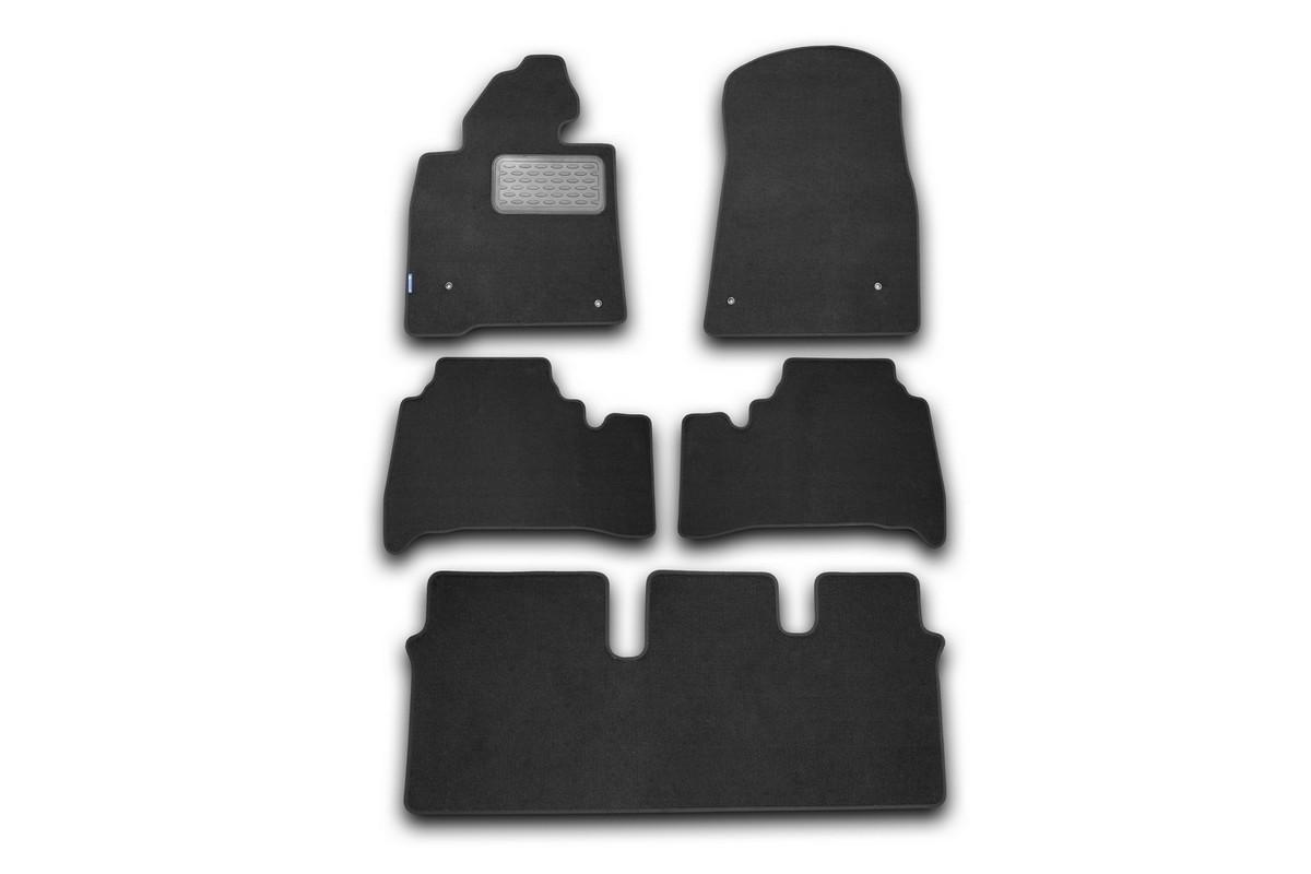 Набор автомобильных ковриков Novline-Autofamily для Lexus LX 570 2007-, универсал, в салон, 5 штNLT.29.19.11.110khНабор автомобильных ковриков Novline-Autofamily, изготовленный из текстиля, состоит из 5 ковриков, которые учитывают все особенности каждой модели автомобиля и полностью повторяют контуры пола. Текстильные автомобильные коврики для салона произведены из высококачественного материала, который держит форму, прочный и не пачкает обувь. Коврики в салон не только улучшат внешний вид салона вашего автомобиля, но и надежно уберегут его от пыли, грязи и сырости, а значит, защитят кузов от коррозии. Текстильные коврики для автомобиля мягкие и приятные, а их основа из вспененного полиуретана не пропускает влагу. Ковры для автомобилей надежно крепятся на полу и не скользят, что очень важно во время движения. Чистятся коврики очень просто: как при помощи автомобильного пылесоса, так и различными моющими средствами. Набор подходит для Lexus LX 570 универсал с 2007 года выпуска.