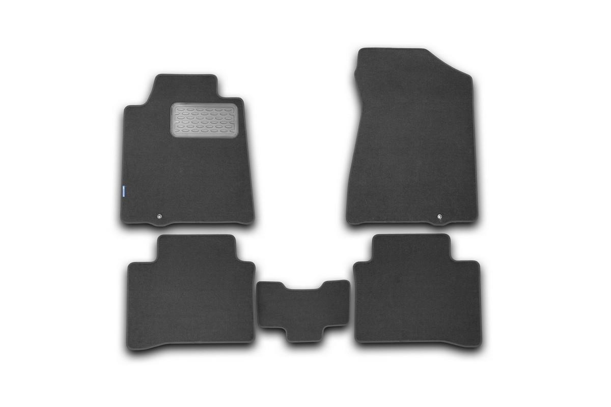 Набор автомобильных ковриков Novline-Autofamily для Nissan Teana II 2008-2014, седан, в салон, 5 штVT-1520(SR)Набор автомобильных ковриков Novline-Autofamily, изготовленный из текстиля, состоит из 5 ковриков, которые учитывают все особенности каждой модели автомобиля и полностью повторяют контуры пола. Текстильные автомобильные коврики для салона произведены из высококачественного материала, который держит форму, прочный и не пачкает обувь. Коврики в салон не только улучшат внешний вид салона вашего автомобиля, но и надежно уберегут его от пыли, грязи и сырости, а значит, защитят кузов от коррозии. Текстильные коврики для автомобиля мягкие и приятные, а их основа из вспененного полиуретана не пропускает влагу. Ковры для автомобилей надежно крепятся на полу и не скользят, что очень важно во время движения. Чистятся коврики очень просто: как при помощи автомобильного пылесоса, так и различными моющими средствами. Набор подходит для Nissan Teana II седан 2008-2014 годов выпуска.