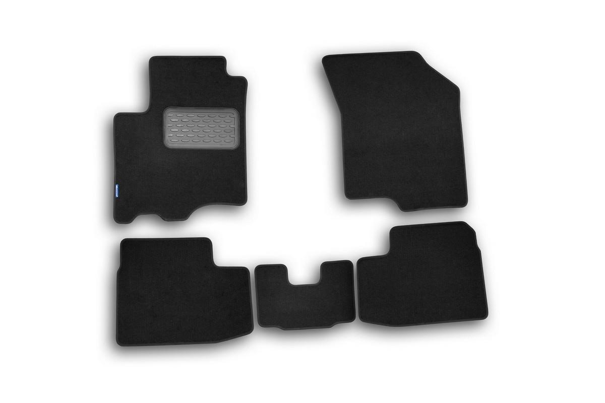 Набор автомобильных ковриков Novline-Autofamily для Suzuki Swift 2005-2011, хэтчбек, в салон, 5 штVT-1520(SR)Набор автомобильных ковриков Novline-Autofamily, изготовленный из текстиля, состоит из 5 ковриков, которые учитывают все особенности каждой модели автомобиля и полностью повторяют контуры пола. Текстильные автомобильные коврики для салона произведены из высококачественного материала, который держит форму, прочный и не пачкает обувь. Коврики в салон не только улучшат внешний вид салона вашего автомобиля, но и надежно уберегут его от пыли, грязи и сырости, а значит, защитят кузов от коррозии. Текстильные коврики для автомобиля мягкие и приятные, а их основа из вспененного полиуретана не пропускает влагу. Ковры для автомобилей надежно крепятся на полу и не скользят, что очень важно во время движения. Чистятся коврики очень просто: как при помощи автомобильного пылесоса, так и различными моющими средствами. Набор подходит для Suzuki Swift хэтчбек 2005-2011 годов выпуска.