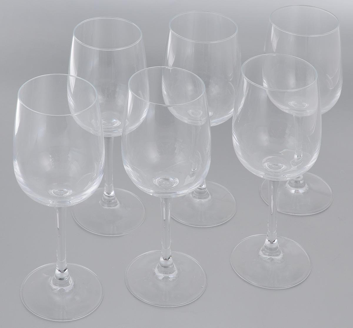 Набор фужеров для вина Luminarc Versailles, 275 мл, 6 штVT-1520(SR)Набор Luminarc Versailles состоит из шести фужеров, выполненных из прочного стекла. Изделия оснащены высокими ножками. Фужеры предназначены для подачи вина. Они сочетают в себе элегантный дизайн и функциональность. Благодаря такому набору пить напитки будет еще вкуснее.Набор фужеров Luminarc Versailles прекрасно оформит праздничный стол и создаст приятную атмосферу за романтическим ужином. Такой набор также станет хорошим подарком к любому случаю. Можно мыть в посудомоечной машине.Диаметр фужера (по верхнему краю): 6 см. Высота фужера: 19,5 см.