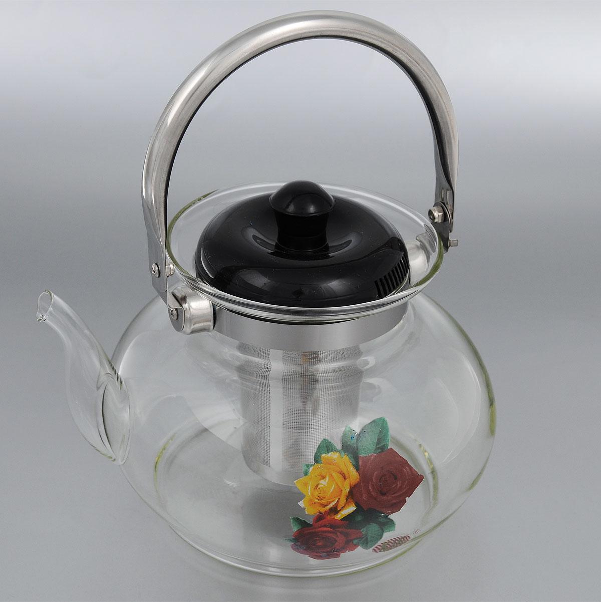 Чайник заварочный KJF, с фильтром, 1,5 л. 46054605Заварочный чайник KJF изготовлен из термостойкого стекла и украшен цветочным рисунком и металлическим ободом. Внутри изделия установлен сетчатый фильтр из нержавеющей стали, который задерживает чаинки и предотвращает их попадание в чашку. Чайник оснащен удобной металлической ручкой и пластиковой крышкой. Яркий стильный заварочный чайник эффектно украсит стол к чаепитию и станет его неизменным атрибутом. Диаметр чайника (по верхнему краю): 6,5 см. Высота чайника (без учета ручки и крышки): 13 см. Высота чайник (с учетом ручки и крышки): 22 см. Высота фильтра: 8,5 см.