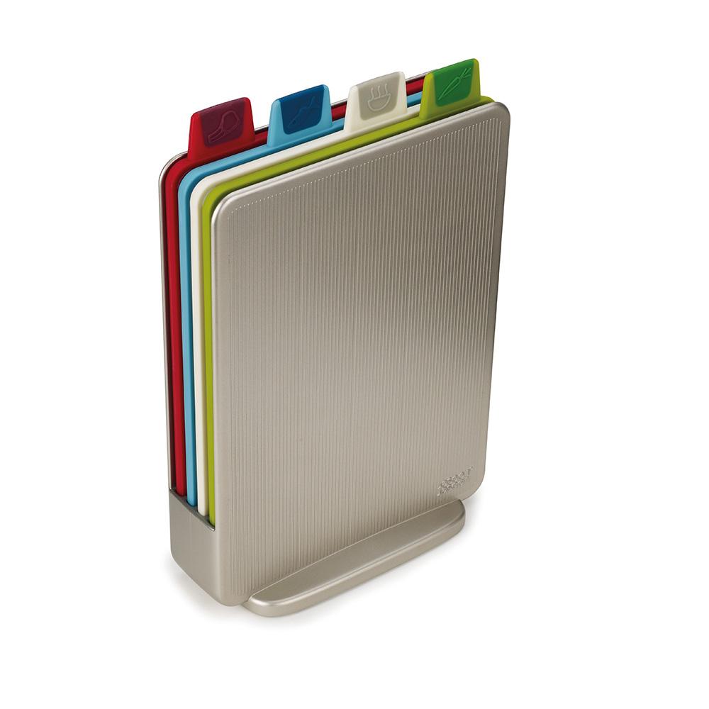 Набор разделочных досок Index Mini серебристый. 60097CM000001328Набор разделочных досок Index – хит бренда Joseph Joseph с 2008 года, завоевавший множество наград за функциональность и дизайн, а это - его мини-версия. Компактный кейс из высококачественного пластика вмещает в себя 4 доски, каждая из которых предназначена для определенного вида продуктов. Вы легко догадаетесь по ярлычкам, на чём резать рыбу, мясо или овощи. Доски двусторонние, с нескользящими подставками с обеих сторон. Выполнены из специального материала, который практически не затупляет ножи и при резке не оставляет микроскопических частиц на пище (в отличие от деревянных и обычных пластиковых досок).
